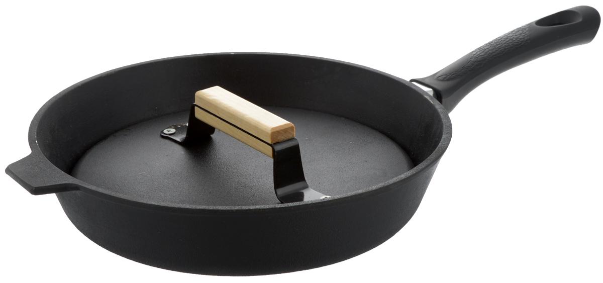 """Сковорода-гриль """"Добрыня"""" изготовлена из натурального   экологически безопасного чугуна. Сковорода оснащена   пластиковой ручкой, а чугунный пресс с рифленой поверхностью оснащен деревянной ручкой. Чугун является одним из лучших материалов для производства посуды. Его можно   нагревать до высоких температур. Он очень практичный, не выделяет   токсичных веществ, обладает высокой теплоемкостью и способен служить долгие   годы. Такая сковорода замечательно подойдет для   приготовления жареных и тушеных блюд. Подходит для всех типов плит, включая индукционные.   Сковороду мыть только вручную. Высота стенки: 6 см.Длина ручки: 19 см.  Диаметр крышки-пресса: 24,5 см     Уважаемые клиенты! Для сохранения свойств посуды из чугуна и предотвращения появления ржавчины чугунную посуду мойте только вручную, горячей или теплой водой, мягкой губкой или щёткой (не металлической) и обязательно вытирайте насухо. Для хранения смазывайте внутреннюю поверхность посуды растительным маслом, а перед следующим применением хорошо накалите посуду."""