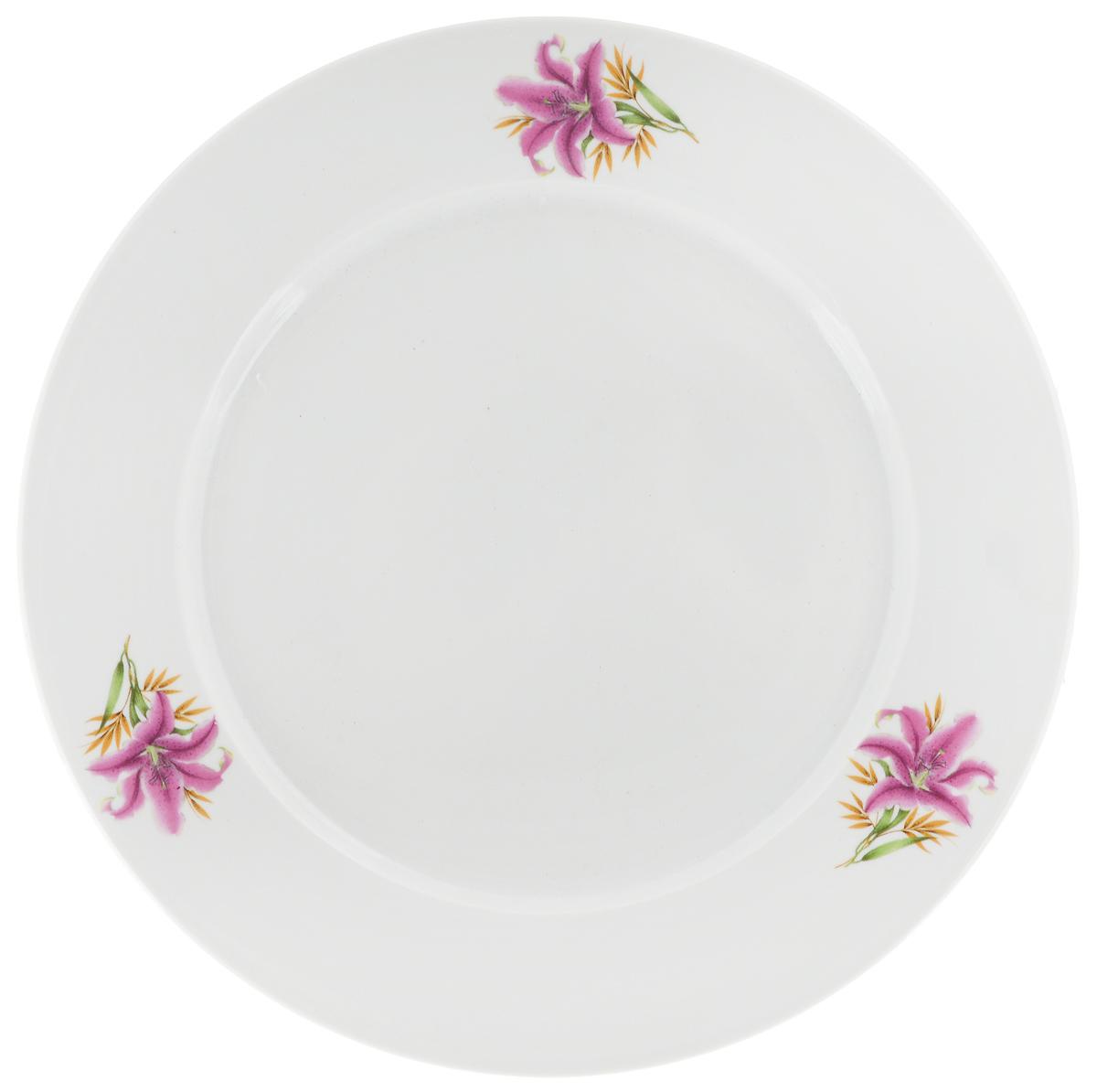 Тарелка Фарфор Вербилок Розовая лилия, диаметр 23,5 см16591990Тарелка Фарфор Вербилок Розовая лилия изготовлена из высококачественного фарфора. Изделие декорировано красочным изображением. Такая тарелка отлично подойдет в качестве блюда, она идеальна для сервировки закусок, нарезок, горячих блюд. Тарелка прекрасно дополнит сервировку стола и порадует вас оригинальным дизайном. Диаметр тарелки по верхнему краю: 20 см. Высота стенки: 2,3 см.