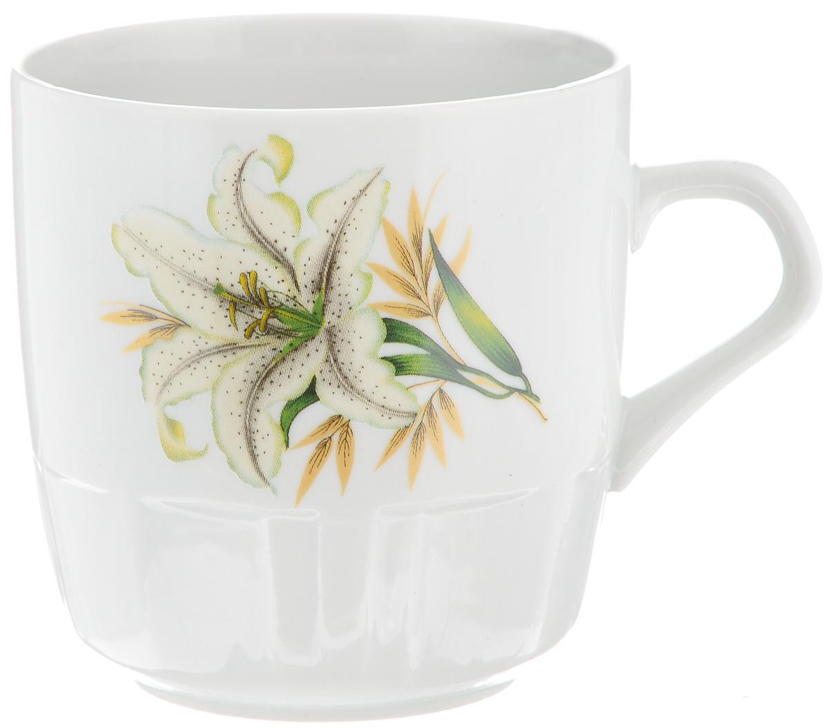 """Красивая кружка Фарфор Вербилок """"Белая лилия"""" способна скрасить любое чаепитие. Изделие выполнено из высококачественного фарфора. Посуда из такого материала позволяет сохранить истинный вкус напитка, а также помогает ему дольше оставаться теплым. Объем кружки: 250 мл. Диаметр по верхнему краю: 8 см. Диаметр основания: 5,2 см. Высота кружки: 8,5 см."""