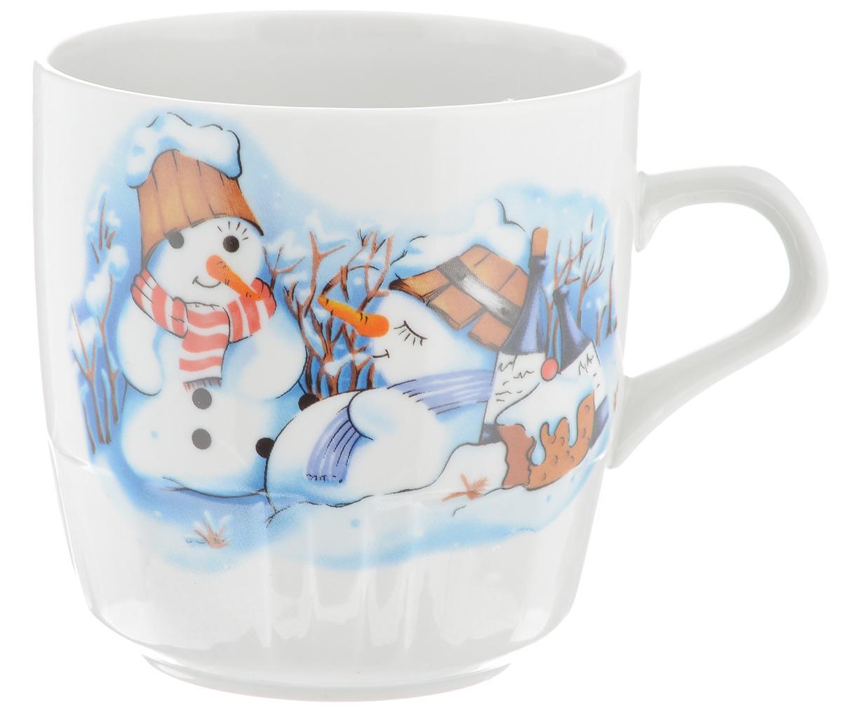 Кружка Фарфор Вербилок Снеговики, 250 мл5812140Красивая кружка Фарфор Вербилок Снеговики способна скрасить любое чаепитие. Изделие выполнено из высококачественного фарфора и украшена рисунком. Посуда из такого материала позволяет сохранить истинный вкус напитка, а также помогает ему дольше оставаться теплым.Объем кружки: 250 мл.Диаметр по верхнему краю: 8 см.Диаметр основания: 5,2 см.Высота кружки: 8,5 см.