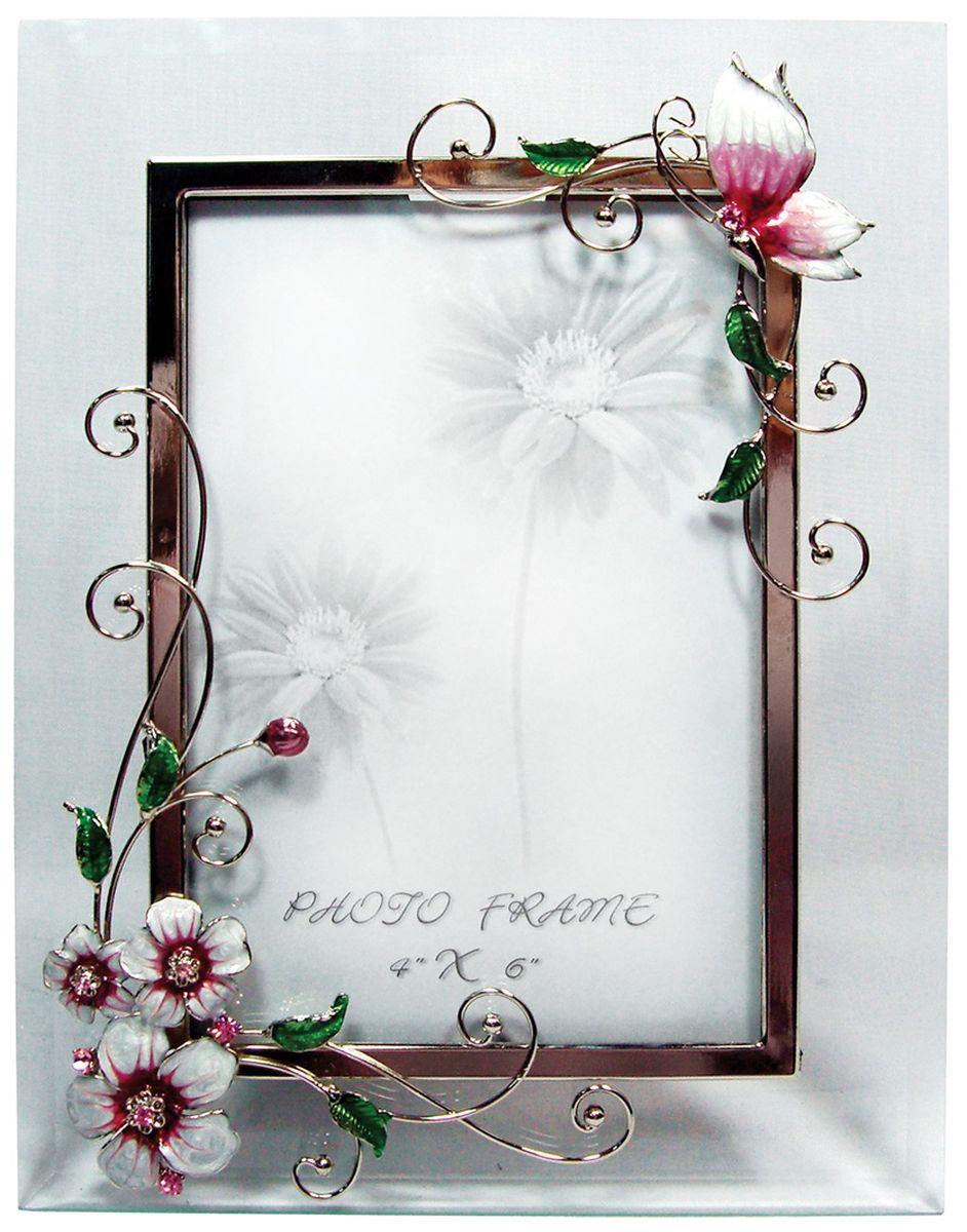Фоторамка Jardin dEte Розовая глазурь, 18 х 23 смHS-22368AРамка для фотографий Розовая глазурь обладает неповторимым французским шармом и способна изящно украсить Ваше фото. Оригинальный и стильный вид этой чудесной фоторамки от французского бренда Jardin DEte делает ее прекрасным дополнением любого интерьера.Низ изделия украшен металлическими цветами, покрытыми эмалевым покрытием, а верх - элегантной бабочкой, сидящей на причудливом металлическом стебле. Благодаря нежному исполнению рамка отлично подойдет как для портретных снимков, так и для романтических фотографий.