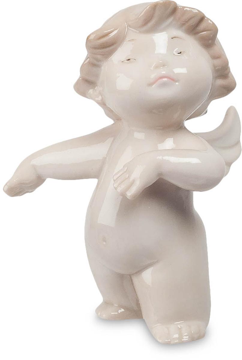 Фигурка декоративная Pavone Ангелочек-март, высота 9 смJP-01/ 3Декоративная фигурка Pavone Ангелочек-март, выполненная в виде ангелочка, будет вас радовать и достойно украсит интерьер вашего дома или офиса. Фигурка изготовлена из глазурованного фарфора. Вы можете поставить украшение в любом месте, где оно будет удачно смотреться и радовать глаз. Кроме того, эта фигурка станет прекрасным подарком для близкого человека.