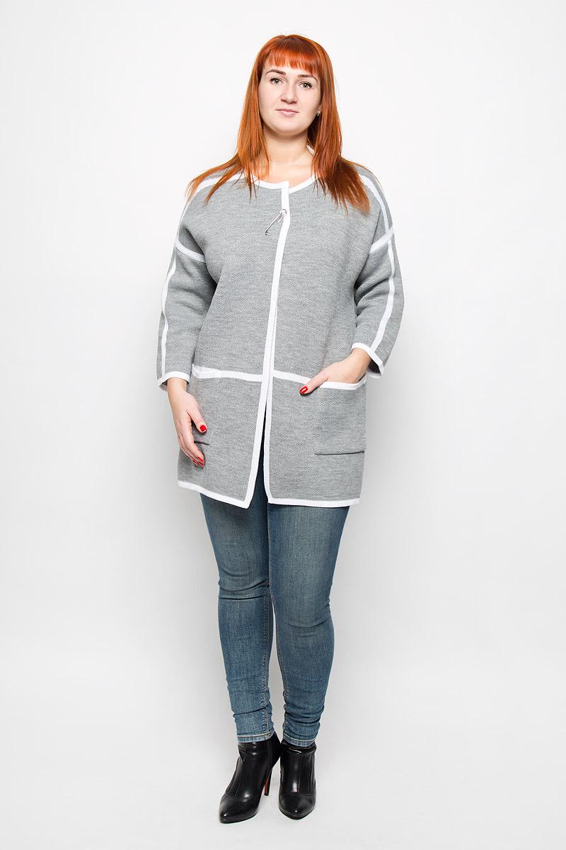 Кардиган женский Milana Style, цвет: серый, белый. 946. Размер L (48)946Стильный женский кардиган от Milana Style выполненный из качественной пряжи отлично дополнит ваш образ. Модель с круглым вырезом горловины и рукавами 7/8 дополнена съемной оригинальной застежкой-булавкой. Спереди кардиган имеет два накладных кармана.
