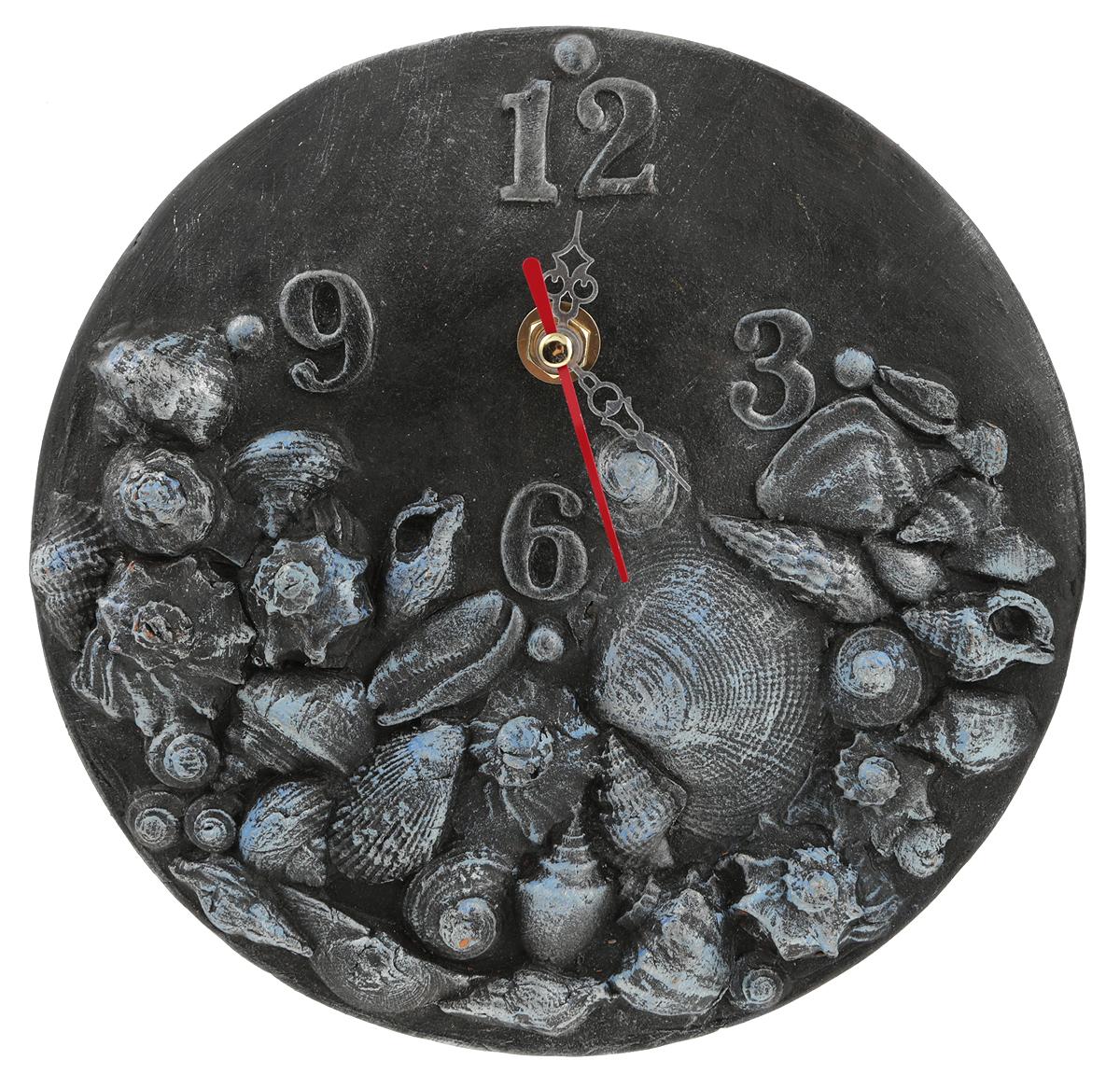 """Керамика, акрил, часовой механизм. Диаметр: 20 см. Автор - Никифоров Павел. Часы """"Воспоминание"""" - эта уникальная авторская вещь хранит творческую энергию создателя, и,   получив ее в домашнюю коллекцию, Вы ощутите не только гордость обладателя раритета, но и   чувство сопричастности тому мгновению, в которое родилось произведение и наглядно   убедитесь, что миг неповторим!   Уважаемые клиенты! Изделие, выполненное под заказ, может незначительно отличаться от фотографии, общий вид остается."""