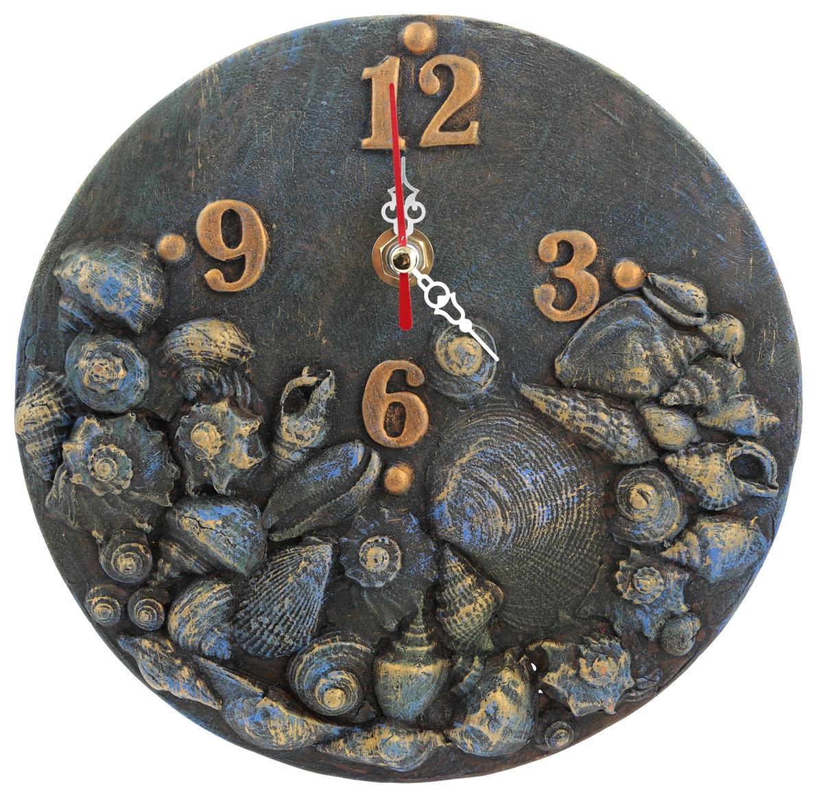 """Керамика, акрил, часовой механизм.  Диаметр: 20 см.  Автор - Никифоров Павел.  Часы """"Море"""" - эта уникальная авторская вещь хранит творческую энергию создателя, и, получив   ее в домашнюю коллекцию, Вы ощутите не только гордость обладателя раритета, но и чувство   сопричастности тому мгновению, в которое родилось произведение и наглядно убедитесь, что   миг неповторим!    Уважаемые клиенты! Изделие, выполненное под заказ, может незначительно отличаться от фотографии, общий вид остается."""
