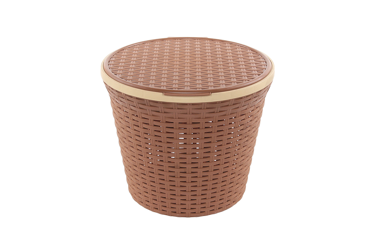 Корзина для хранения Violet Ротанг, с крышкой, цвет: коричневый, 33 х 33 х 27 см810254Круглая корзина Violet Ротанг с крышкой, изготовленная из полипропилена, имитирующая плетение ротанг, предназначена для хранения мелочей в ванной, на кухне, даче или гараже. Позволяет хранить мелкие вещи, исключая возможность их потери. Это легкая корзина со сплошным дном, жесткой кромкой, с небольшими отверстиями на стенках.