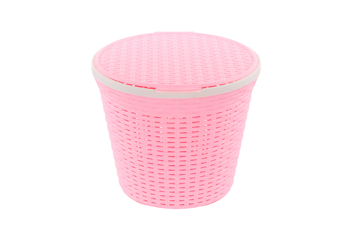 Корзина для хранения Violet Ротанг, с крышкой, цвет: розовый, 33 х 33 х 27 см810538Круглая корзина Violet Ротанг с крышкой, изготовленная из полипропилена, имитирующая плетение ротанг, предназначена для хранения мелочей в ванной, на кухне, даче или гараже. Позволяет хранить мелкие вещи, исключая возможность их потери. Это легкая корзина со сплошным дном, жесткой кромкой, с небольшими отверстиями на стенках.