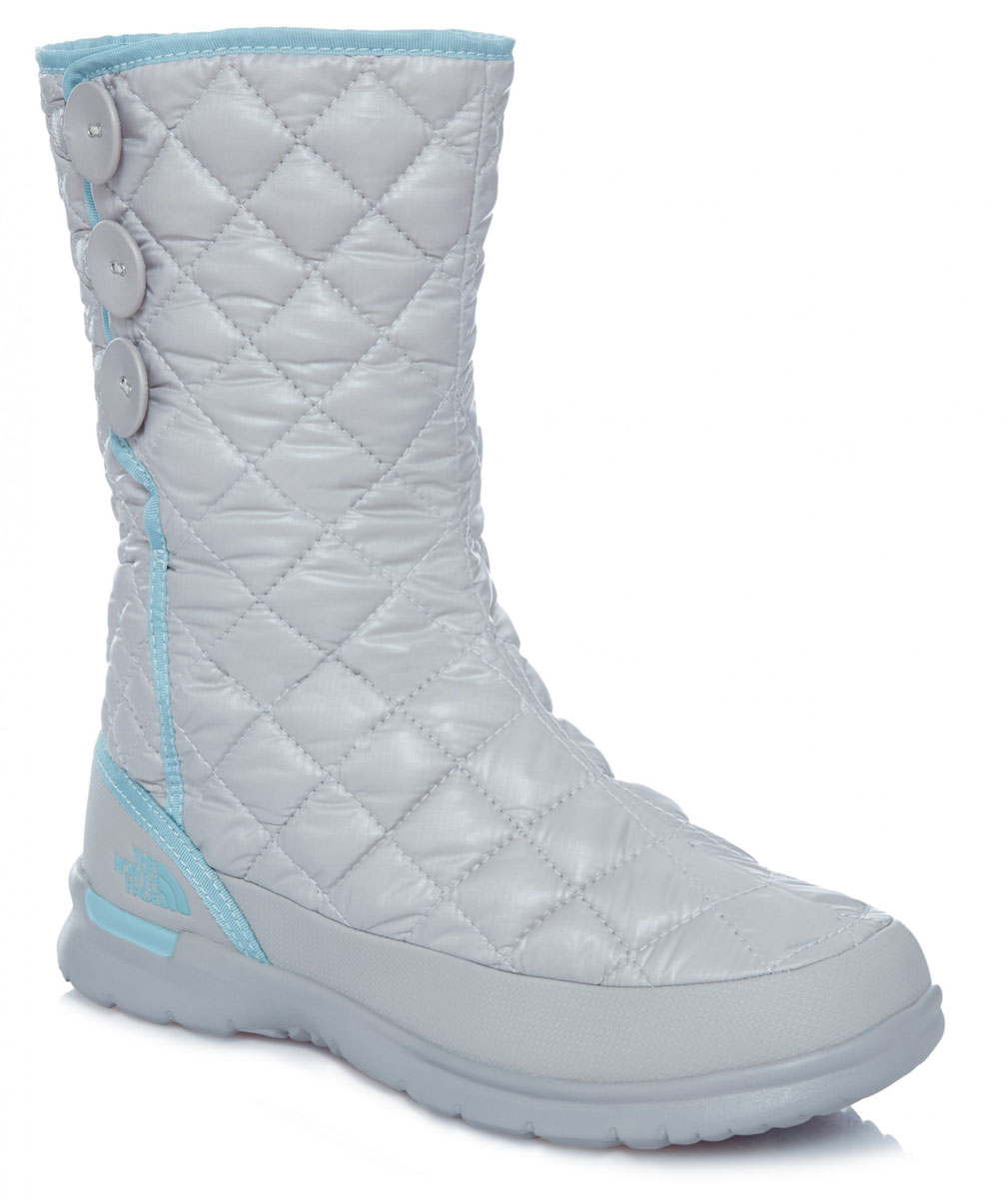 Сапоги женские The North Face W Thrmoball Button Up, цвет: серый. T92T5KNLT. Размер 8 (38)T92T5KNLTЛегкие и удобные стильные сапоги на пуговицах с регулируемым подгибом обеспечивают комфорт и великолепный внешний вид. Утеплитель Thermoball™ сохраняет тепло ног на снежной тропе, а благодаря протекторам IcePick®, вы никогда не поскользнетесь на обратном пути к лагерю. Стелька OrthoLite® ReBound и регулируемая посадка с флисовой подкладкой обеспечивают максимальный комфорт.