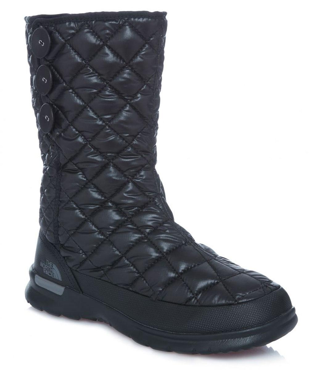 Сапоги женские The North Face W Thrmoball Button Up, цвет: черный. T92T5KNSX. Размер 7 (37)T92T5KNSXЛегкие и удобные стильные сапоги на пуговицах с регулируемым подгибом обеспечивают комфорт и великолепный внешний вид. Утеплитель Thermoball™ сохраняет тепло ног на снежной тропе, а благодаря протекторам IcePick®, вы никогда не поскользнетесь на обратном пути к лагерю. Стелька OrthoLite® ReBound и регулируемая посадка с флисовой подкладкой обеспечивают максимальный комфорт.