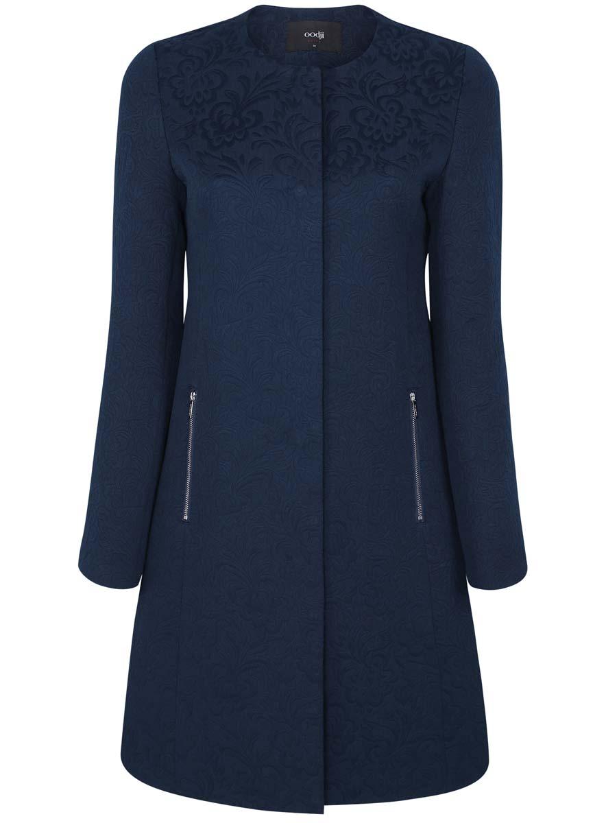 Пальто женское oodji Ultra, цвет: темно-синий. 10103010-3/33289/7900N. Размер 38 (44-170)10103010-3/33289/7900NЖенское пальто oodji Ultra выполнено из хлопка с добавлением полиэстера. В качестве подкладки используется 100% полиэстер. Модель с круглым вырезом горловины и длинными рукавами застёгивается на кнопки по всей длине. Спереди расположено два прорезных кармана на застежках-молниях. Пальто оформлено оригинальным узором.
