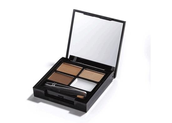 Makeup Revolution Набор для бровей Focus & Fix Eyebrow Shaping Kit, Medium Dark, 4 гр14184Палетка включает в себя все необходимое для того, чтобы выполнить идеальный макияж бровей - 3 оттенка теней, фиксирующий форму воск, аппликатор для нанесения и пинцет.Тени легко смешиваются между собой, что позволяет добиться идеального попадания в естественный для вас оттенок.