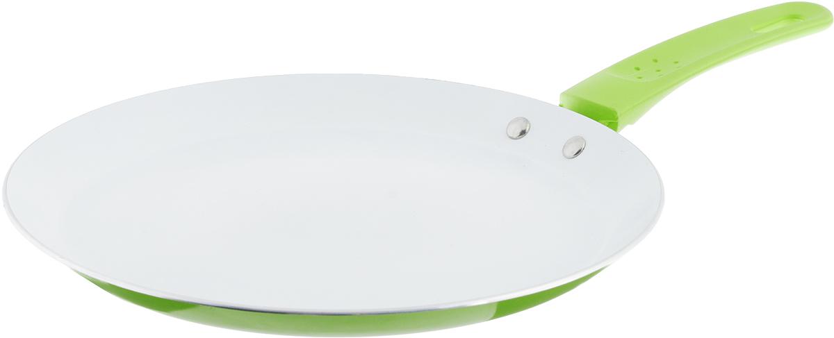 Сковорода блинная Добрыня, с керамическим покрытием, цвет: зеленый. Диаметр 24 см. DO-5015DO-5015_зеленыйСковорода Добрыня выполнена из высококачественного алюминия с экологически безопасным трехслойным покрытием. Внутреннее керамическое покрытие обладает антипригарными свойствами и не выделяет вредных веществ. Новая структура покрытия обеспечивает существенно более высокую прочность, устойчивость к скалыванию, а также феноменальную стойкость к истиранию. Не содержит PFOA и PTFE. Декоративное внешнее покрытие, нанесенное методом напыления, обладает стойкостью к водной среде, маслам, моющим средствам и абразивам. Отличные термоаккумулирующие свойства обеспечивают равномерное распределение тепла. Эргономичная ручка из термостойкого пластика с нескользящим покрытием Soft-Touch обеспечивает дополнительный комфорт во время использования. Сковороду можно использовать на газовых, электрических, стеклокерамических и индукционных плитах. Можно мыть в посудомоечной машине.Диаметр сковороды: 24 см.Высота стенки: 2 см. Длина ручки: 15,5 см.