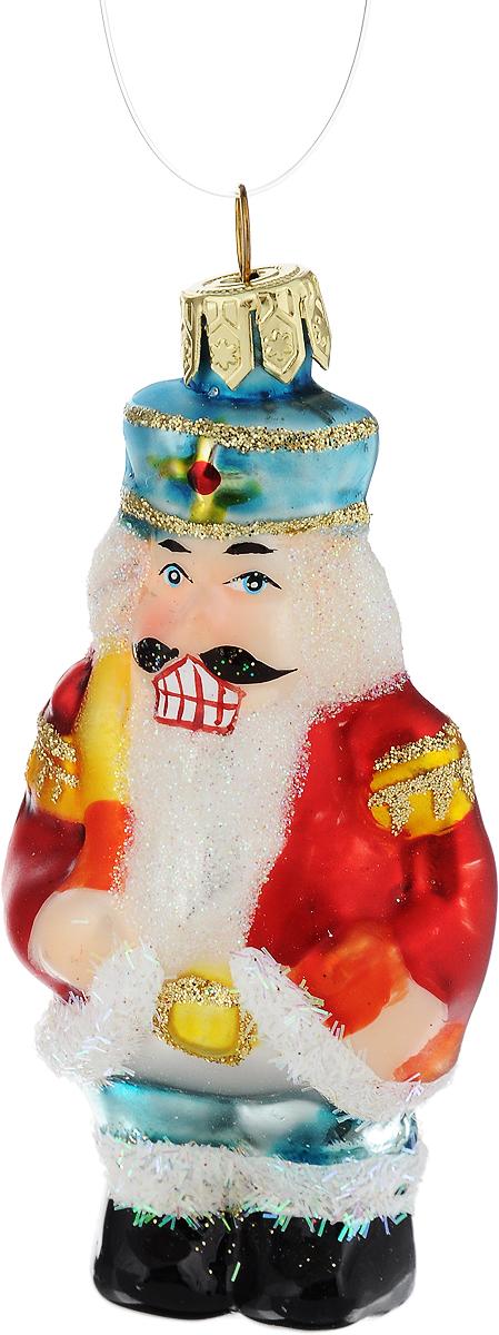 Украшение новогоднее подвесное Winter Wings Солдатик, высота 8 смN07621Новогоднее подвесное украшение Winter Wings Солдатик выполнено из стекла в виде солдатика и украшено блестками. С помощью специальной петельки украшение можно повесить в любом понравившемся вам месте. Но, конечно, удачнее всего оно будет смотреться на праздничной елке.Елочная игрушка - символ Нового года. Она несет в себе волшебство и красоту праздника. Создайте в своем доме атмосферу веселья и радости, украшая новогоднюю елку нарядными игрушками, которые будут из года в год накапливать теплоту воспоминаний.