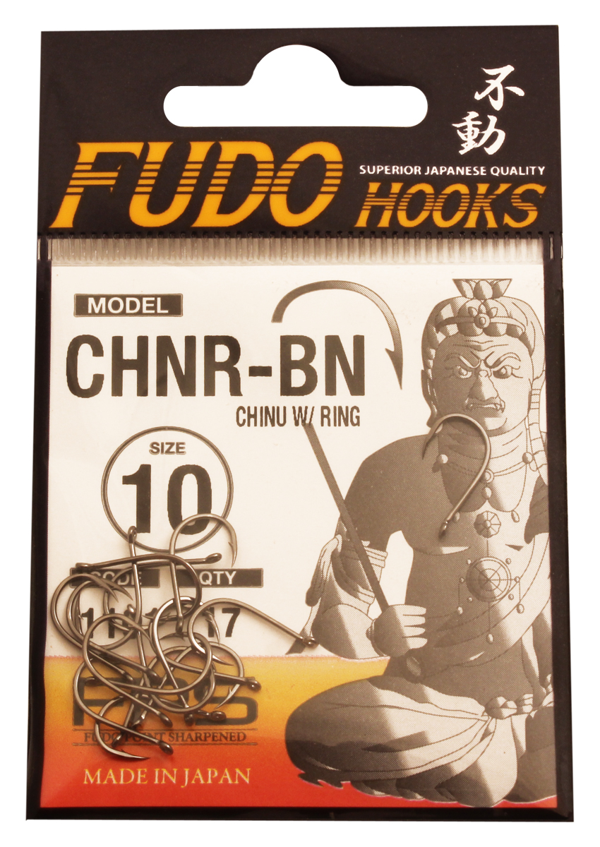 Крючок Fudo Chinu W/Ring, №10 BN (1101), 17 шт13-10-7-020Рыболовные крючки FUDO, производства Японии, являют собой сочетание лучших материалов , лучших технологий и наилучших человеческих навыков. Основными характеристиками крючков являются : 1 ) оптимальная форма -с точки зрения максимального улова. 2) Экстремальный заточка крюка , которая сохраняется при длительной ловле. 3) Отличная эластичность, что позволяет им противостоять деформации. 4) Общая коррозионная стойкость в процессе производства , благодаря нескольким патентам в области металлургии и производства техники. Сталь с управляемым содержания углерода -это те материалы, которые применяются в производстве крючков. Эти материалы, в виде калиброванной проволоки ,изготавливаются исключительно для инжиниринговой службы FUDO . После чего, крючок подвергается двум различным методом для заточки : механическим и химическим. Во время заточки, уровень остроты контролируется онлайн , что в итоге приводит к идеальному повторению всей серии. Прочность крючка реализуется через печи , где система компьютерной помощи регулирования температуры , позволяет достичь точности в производстве в 0,01 градуса по Цельсию, и времени обработки с точностью 0, 001 секунды. В результате крючки FUDO получаются абсолютно закаленными , что позволяет добиться отличного результата по твердости и эластичность, а также все модели крючков обладают анти коррозионным покрытием. Место крепления крюка с леской, выполненно в виде кольца. С изогнутым жалом.