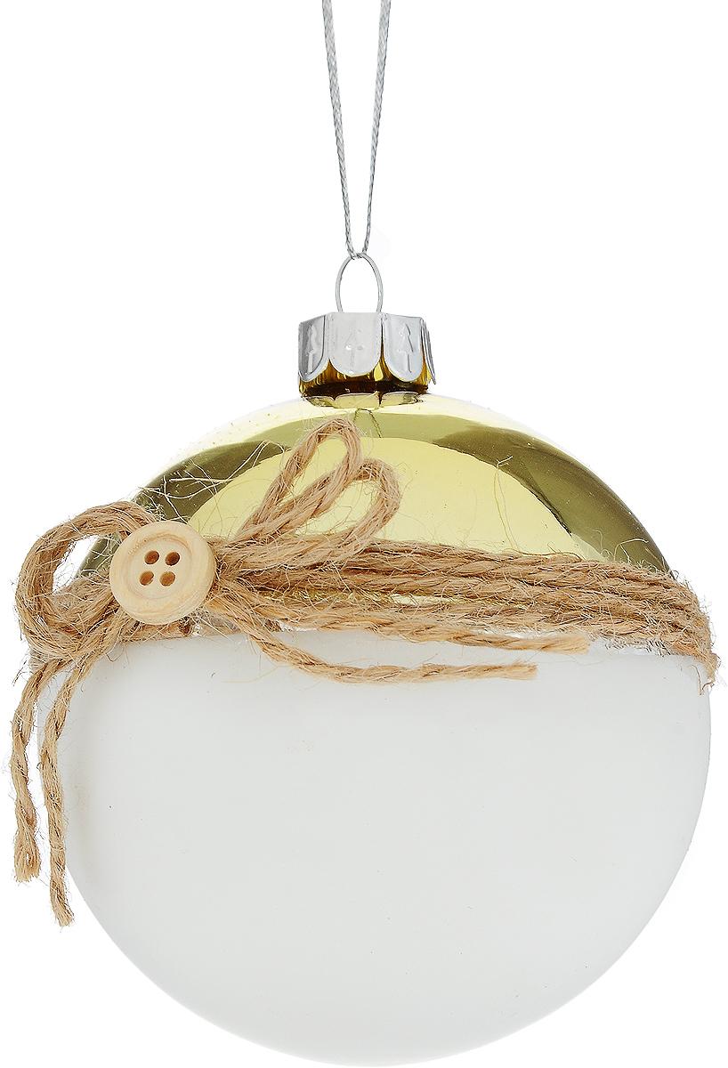 Украшение новогоднее подвесное Winter Wings Шар, диаметр 7,5 смN079095Новогоднее подвесное украшение Winter Wings Шарвыполнено из стекла в виде шара. С помощьюспециальной петельки украшение можно повесить в любом понравившемся вамместе. Но, конечно, удачнее всего оно будет смотреться на праздничной елке.Елочная игрушка - символ Нового года. Она несет в себе волшебство и красотупраздника. Создайте в своем доме атмосферу веселья и радости, украшаяновогоднюю елку нарядными игрушками, которые будут из года в год накапливатьтеплоту воспоминаний.