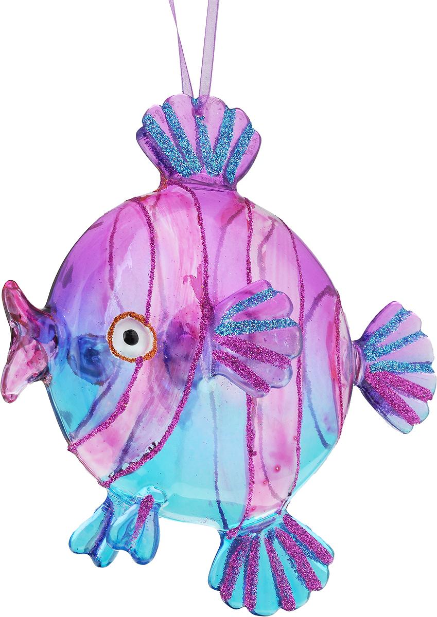 Украшение новогоднее подвесное Winter Wings Рыбка, высота 15 смN07527Новогоднее подвесное украшение Winter Wings Рыбка выполнено из стекла в виде рыбы и украшено блестками. С помощью специальной петельки украшение можно повесить в любом понравившемся вам месте. Но, конечно, удачнее всего оно будет смотреться на праздничной елке.Елочная игрушка - символ Нового года. Она несет в себе волшебство и красоту праздника. Создайте в своем доме атмосферу веселья и радости, украшая новогоднюю елку нарядными игрушками, которые будут из года в год накапливать теплоту воспоминаний.