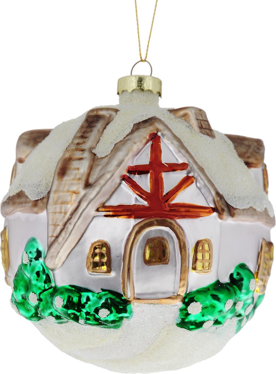 Украшение новогоднее подвесное Winter Wings Зимний дом, диаметр 10 смN07581Новогоднее подвесное украшение Winter Wings Зимний дом выполнено из стекла в виде домика. С помощью специальной петельки украшение можно повесить в любом понравившемся вам месте. Но, конечно, удачнее всего оно будет смотреться на праздничной елке.Елочная игрушка - символ Нового года. Она несет в себе волшебство и красоту праздника. Создайте в своем доме атмосферу веселья и радости, украшая новогоднюю елку нарядными игрушками, которые будут из года в год накапливать теплоту воспоминаний.