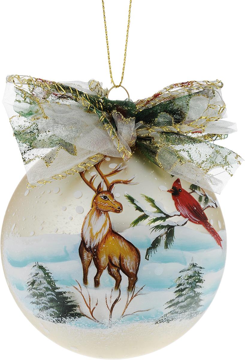 Украшение новогоднее подвесное Winter Wings Шар, диаметр 8 см. N07930N07930Новогоднее подвесное украшение Winter Wings Шар выполнено из стекла в виде шара с изображением оленя. С помощью специальной петельки украшение можно повесить в любом понравившемся вам месте. Но, конечно, удачнее всего оно будет смотреться на праздничной елке.Елочная игрушка - символ Нового года. Она несет в себе волшебство и красоту праздника. Создайте в своем доме атмосферу веселья и радости, украшая новогоднюю елку нарядными игрушками, которые будут из года в год накапливать теплоту воспоминаний.