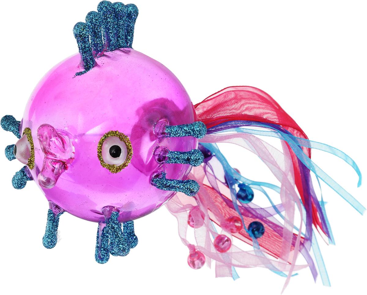 Украшение новогоднее подвесное Winter Wings Волшебная рыбка, цвет: фиолетовый, голубой, розовый, 10 х 10 х 10 смN07524Новогоднее подвесное украшение Winter Wings Волшебная рыбка выполнено из стекла в виде фигуры рыбы и украшено блестками. Изделие можно повесить в любом понравившемся вам месте. Но, конечно, удачнее всего оно будет смотреться на праздничной елке.Елочная игрушка - символ Нового года. Она несет в себе волшебство и красоту праздника. Создайте в своем доме атмосферу веселья и радости, украшая новогоднюю елку нарядными игрушками, которые будут из года в год накапливать теплоту воспоминаний.