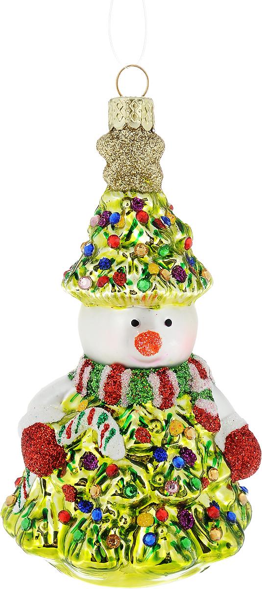 Украшение новогоднее подвесное Winter Wings Снеговик, высота 10 смN07608Новогоднее подвесное украшение Winter Wings Снеговик выполнено из стекла в виде снеговика и украшено блестками. С помощью специальной петельки украшение можно повесить в любом понравившемся вам месте. Но, конечно, удачнее всего оно будет смотреться на праздничной елке.Елочная игрушка - символ Нового года. Она несет в себе волшебство и красоту праздника. Создайте в своем доме атмосферу веселья и радости, украшая новогоднюю елку нарядными игрушками, которые будут из года в год накапливать теплоту воспоминаний.