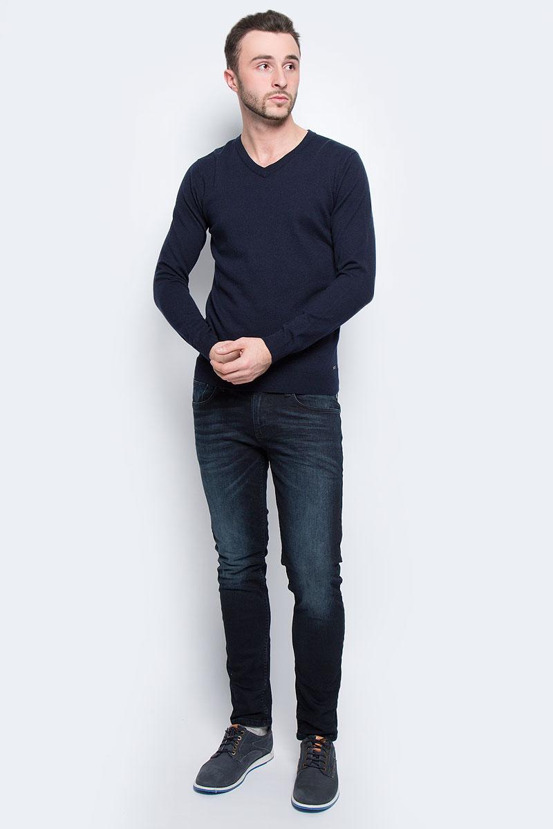 Джемпер мужской Tom Tailor, цвет: темно-синий. 3021417.00.10_6800. Размер L (50)3021417.00.10_6800Мужской джемпер Tom Tailor выполнен из хлопка и шерсти. Модель с V-образным вырезом горловины и длинными рукавами. Низ рукавов и низ изделия связаны резинкой. Модель оформлена фирменной нашивкой.