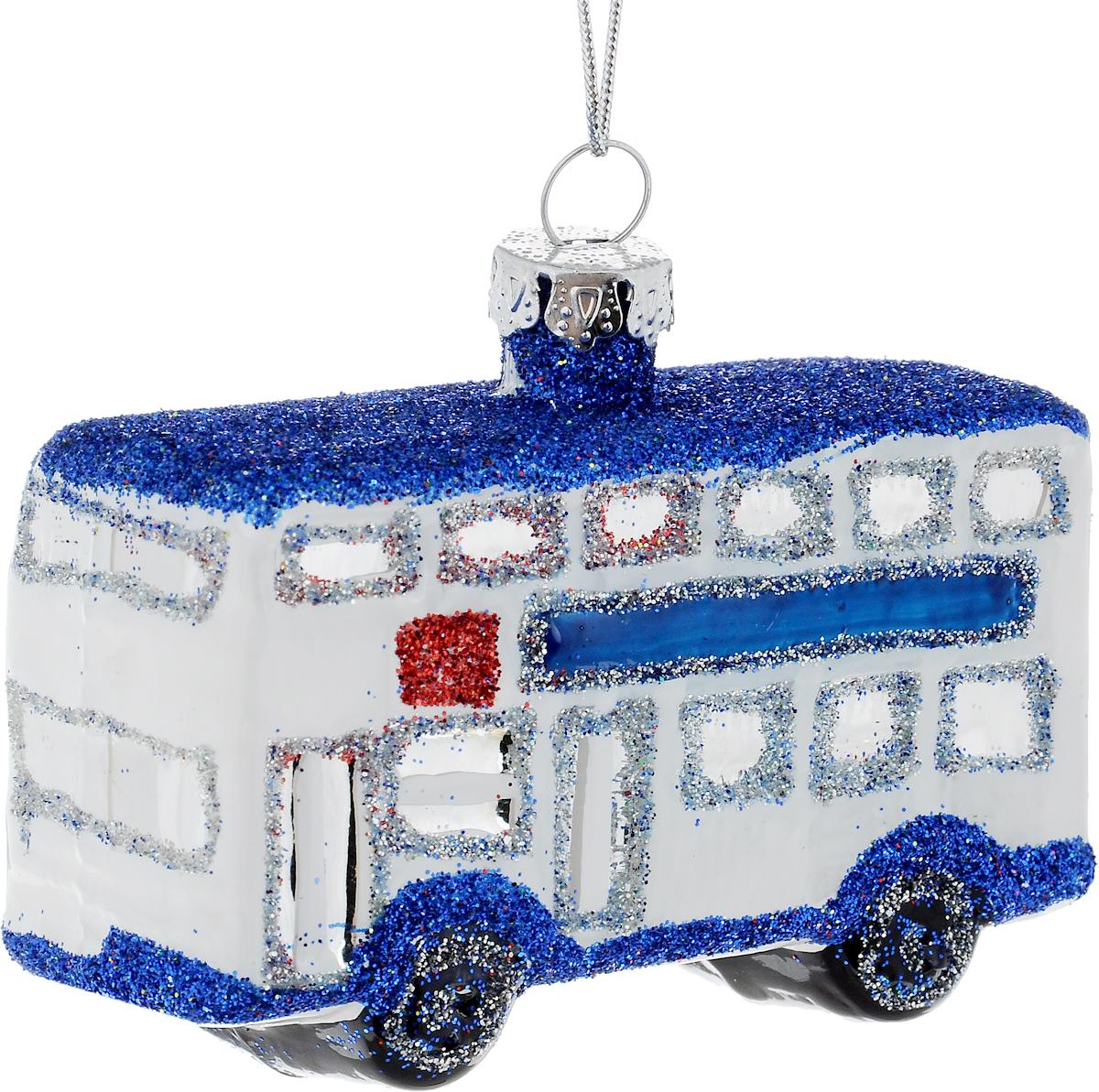 Украшение новогоднее подвесное Winter Wings Автобус, длина 8 смN079058Новогоднее подвесное украшение Winter Wings Автобус выполнено из стекла в виде автобуса и украшено блестками. С помощью специальной петельки украшение можно повесить в любом понравившемся вам месте. Но, конечно, удачнее всего оно будет смотреться на праздничной елке.Елочная игрушка - символ Нового года. Она несет в себе волшебство и красоту праздника. Создайте в своем доме атмосферу веселья и радости, украшая новогоднюю елку нарядными игрушками, которые будут из года в год накапливать теплоту воспоминаний.