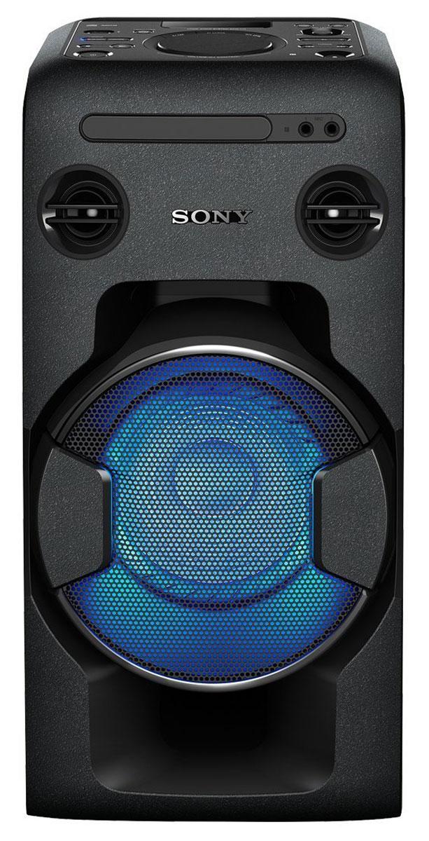 Sony MHC-V11, Black акустическая системаMHCV11.RU1Мощная аудиосистема Sony MHC-V11 с поддержкой Bluetooth, NFC, функцией Mega Bass и DJ-эффектами.Создайте атмосферу праздничной вечеринки у себя дома с компактной мощной аудиосистемой Sony MHC-V11,выполненной в формате моноблока. Оцените ее мощное звучание и добавьте мощности басам благодаряфункции Mega Bass. Попробуйте себя в роли диджея и экспериментируйте с аудиоэффектами, приглашайтедрузей на караоке и устраивайте конкурсы на лучшее исполнение. Объединяйте системы между собой сфункцией Party Chain и добейтесь оглушительного звука, который поможет создать клубное настроение, невыходя из дома.Организовать конкурс караоке с друзьями очень легко. Достаточно просто вставить компакт-диск, подключитьUSB-устройство или подпевать любимым исполнителям на YouTube с помощью подключения по Bluetooth. Двавыхода для микрофона дадут возможность сплотиться с друзьями и создавать прекрасные дуэты. Встроеннаяфункция смягчения голоса позволяет уменьшить уровень громкости голоса на компакт-диске, поэтому высможете исполнить любую песню, какую захотите.Добавьте мощности своей аудиосистеме. Создайте последовательное подключение нескольких стереосистемдля еще более мощного звука. Сделайте одно из устройств в цепочке ведущим и синхронизируйтевоспроизведение музыки на этом устройстве с другими устройствами.Доступ к различным функциям с помощью приложения SongPal. Загрузите его на смартфон и управляйтевоспроизведением музыки по беспроводному подключению. Можно регулировать настройки звука, выбиратьлюбимые списки воспроизведения на смартфоне или устройстве USB и добавлять треки в плейлист, неприковывая себя к ди-джейскому пульту.Благодаря моноблочной конструкции эту аудиосистему можно брать с собой везде и превратить любоепространство в танцпол модного клуба. Планируете вечеринку, пикник или домашний праздник? Компактнаяаудиосистема оснащена встроенными ручками, благодаря которым переносить аудиосистему теперь ещеудобнее. Создайте более ярку