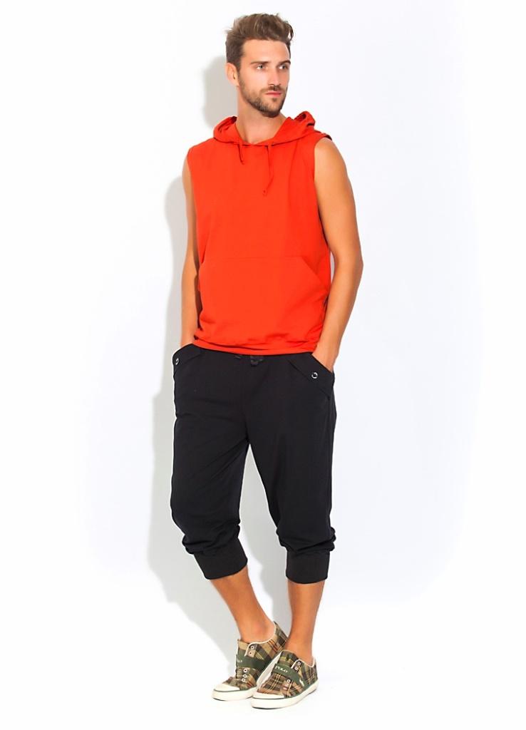 Домашний костюм мужской Peche Monnaie Flaxy, цвет: терракотовый, черный. 34. Размер M (48)34Универсальный и стильный костюм для мужчин ведущих активный образ жизни или предпочитающих спортивный стиль в одежде. А так же легкость, раскованность и свободу в движении. Отличный вариант для тех, кто любит спортивный и комфортный стиль в одежде, для уличного спорта или закрытого фитнеса, великолепен для прогулок на велосипеде, для любителей бега и любого движения. Комплект состоит из футболки и удлиненных шорт-бридж. Футболка в модной тенденции этого сезона: без рукавов, с полноценным капюшоном на завязках и внешними карманами на передней части в стиле кенгуру. Свободные шорты - бриджи чуть ниже колена с эффектными складками и широкой резинкой внизу - для плотной фиксации по ноге. Широкая и комфортная резинка по талии с внутренними завязками для лучшей фиксации. Удобные боковые карманы стильно декорированы внешними накладками с фирменными пуговицами в центральной части. Сзади выполнены эффектные накладки в виде муляжа задних карманов.