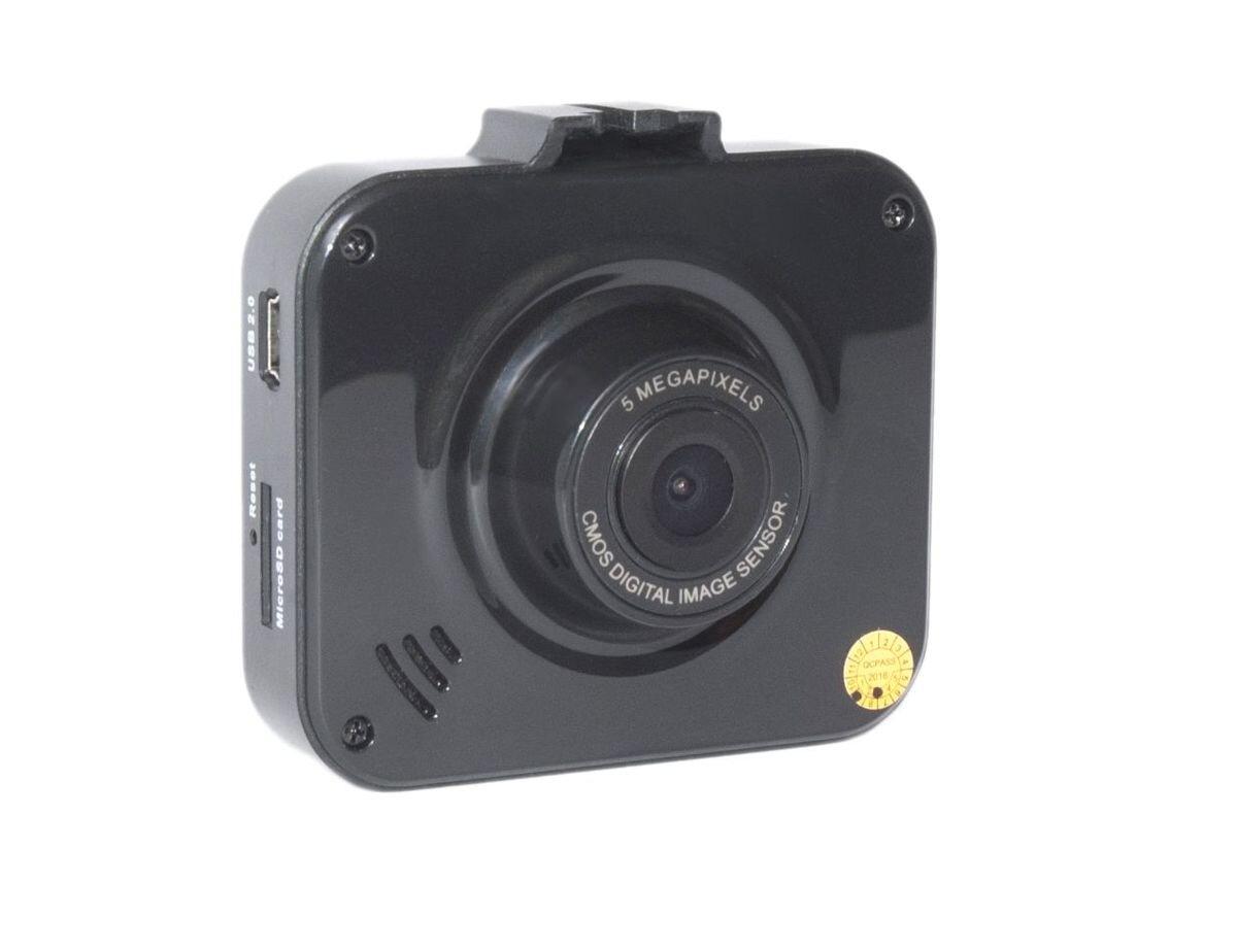 AutoExpert DVR-930, Black автомобильный видеорегистраторDVR-930Компактный видеорегистратор AutoExpert DVR-930 с качеством Full HD, снимающей ситуацию на дороге через лобовое стекло. Высококачественное видео можно посмотреть прямо в машине благодаря цветному ЖК-дисплею с диагональю 2. Удобный кронштейн входит в комплект поставки, установка на лобовое стекло занимает считанные секунды.Запись начинается автоматически, когда вы включаете зажигание автомобиля. Видео записывается файлами по 2/10/15 минут. После полного заполнения карты памяти, устройство удаляет старый файл и записывает новый (циклическая запись).