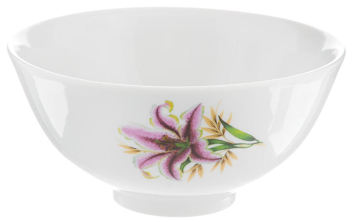 Пиала Фарфор Вербилок Розовая лилия, 300 мл20111990Пиала Фарфор Вербилок Розовая лилия изготовлена из высококачественного фарфора. Внешняя стенка оформлена красочным изображением. Из такой пиалы очень удобно пить чай, устроившись на мягких подушках, а также в них можно хранить орехи или изюм, наполнять их ароматным вареньем или медом. Благодаря изысканному дизайну такая пиала станет бесспорным украшением вашего стола. Она дополнит коллекцию кухонной посуды и будет служить долгие годы.Диаметр пиалы по верхнему краю: 11 см.Диаметр основания: 4 см. Высота пиалы: 6 см.