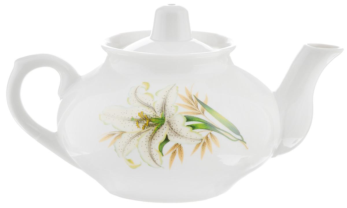 Чайник заварочный Фарфор Вербилок Белая лилия, 350 мл1431980Для того чтобы насладиться чайной церемонией, требуется не только знание ритуала и чай высшего сорта. Необходим прекрасный заварочный чайник, который может быть как центральной фигурой фарфорового сервиза, так и самостоятельным, отдельным предметом. От его формы и качества фарфора зависит аромат и вкус приготовленного напитка. Именно такие предметы формируют в доме атмосферу истинного уюта, тепла и гармонии. С заварочным чайником Фарфор Вербилок Белая лилия вы сможете ощутить более богатый, ароматный вкус чая или кофе. Изделие выполнено из высококачественного фарфора и украшено цветочным рисунком. Отверстия в основании носика препятствуют попаданию чаинок в чашку.Диаметр чайника по верхнему краю: 6 см. Диаметр основания чайника: 6,5 см. Высота чайника (без учета крышки): 7,5 см.