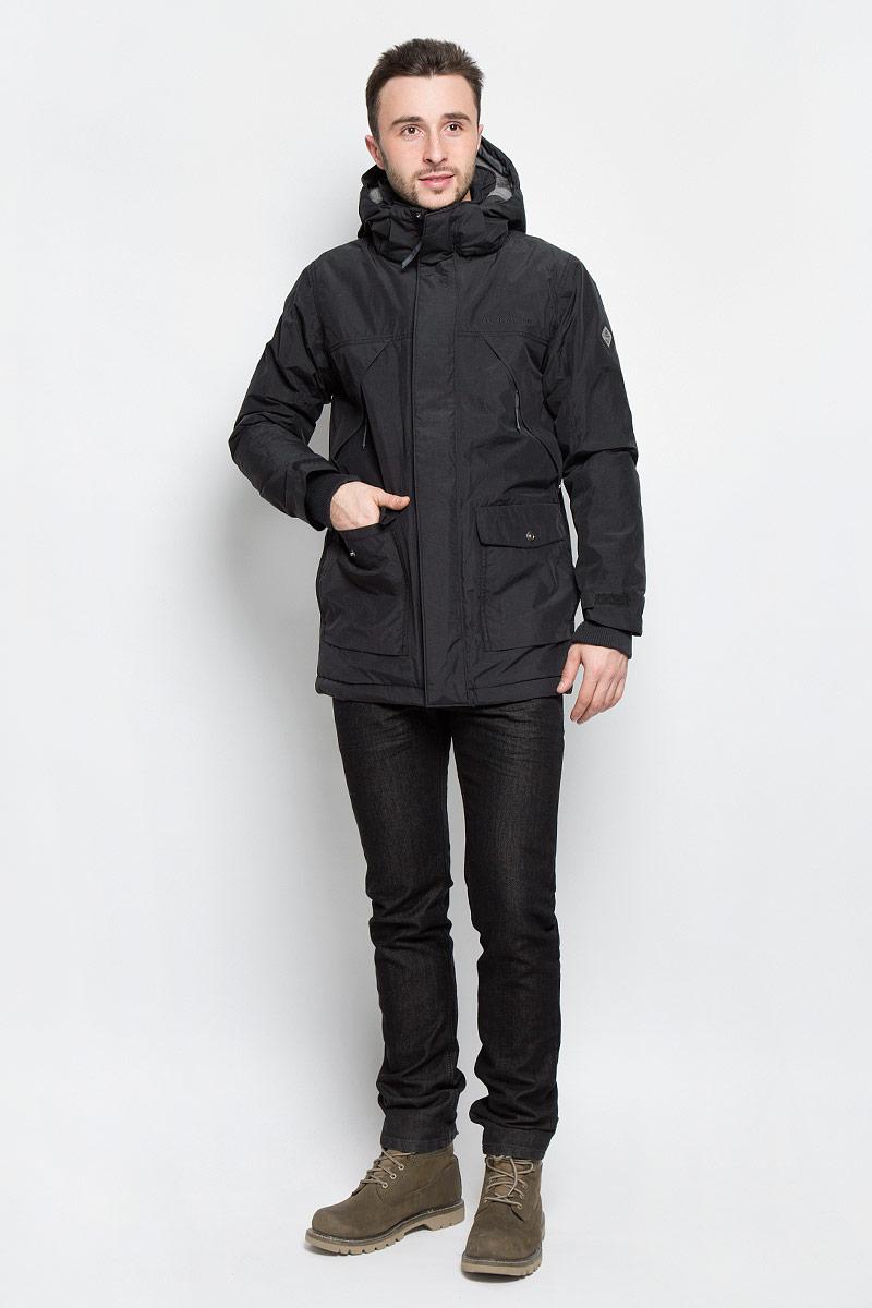 Куртка мужская DIDRIKSONS1913 Mike, цвет: черный. 500976_060. Размер XXL (54)500976_060Модная мужская куртка Didriksons1913 Mike изготовлена из ветронепроницаемой дышащей ткани - высококачественного полиамида с утеплителем из 100% полиэстера (240 г/м2). Технология Storm System обеспечивает 100% водонепроницаемость и защиту от любых погодных условий. Швы проклеены. Подкладка выполнена из полиамида, на спинке и капюшоне из искусственного меха.Модель с воротником-стойкой и съемным капюшоном застегивается на молнию и дополнительно на двойной ветрозащитный клапан с кнопками. Капюшон регулируется при помощи резинки со стоперром и пристегивается при помощи кнопок. Спереди изделие дополнено двумя накладными карманами, закрывающимися на клапаны с кнопками, на груди - двумя врезными карманами на застежках-молниях, скрытыми планкой, с внутренней стороны - одним накладным карманом и одним врезным карманом на молнии с отверстием для МР-3. Манжеты рукавов дополнены трикотажными напульсниками с отверстиями для больших пальцев. Ширина рукавов регулируются с помощью хлястиков с липучками. Нижняя часть изделия регулируется за счет эластичного шнурка со стопперами.