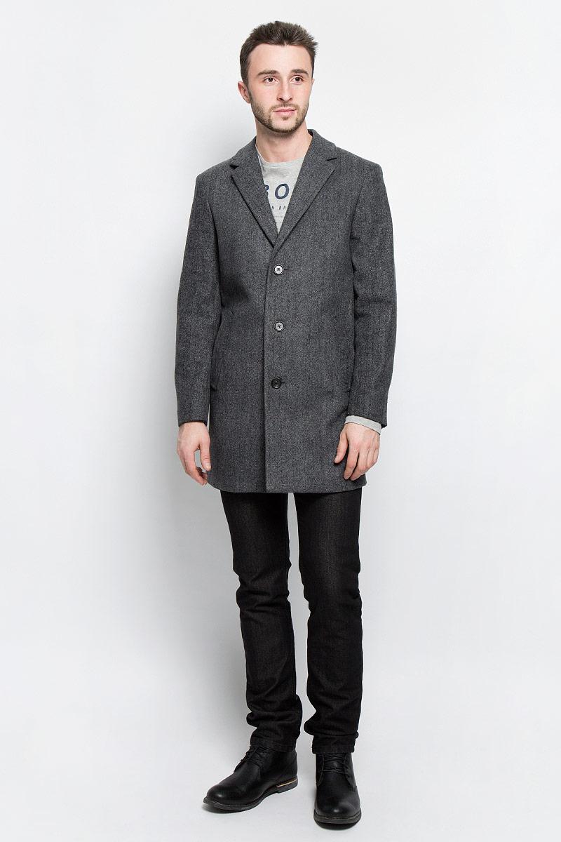 Пальто мужское Tom Tailor, цвет: темно-серый. 3820920.00.10_2550. Размер M (48)3820920.00.10_2550Мужские пальто Tom Tailor выполнено из высококачественного комбинированного материала. Изделие дополнено подкладкой из полиэстера. Модель с воротником с лацканами и длинными рукавами застегивается на три пуговицы. Низ рукавов оформлен декоративными пуговицами. Спереди расположено два прорезных кармана на кнопках, а с внутренней стороны - прорезной карман на пуговице.В среднем шве спинки расположена шлица.
