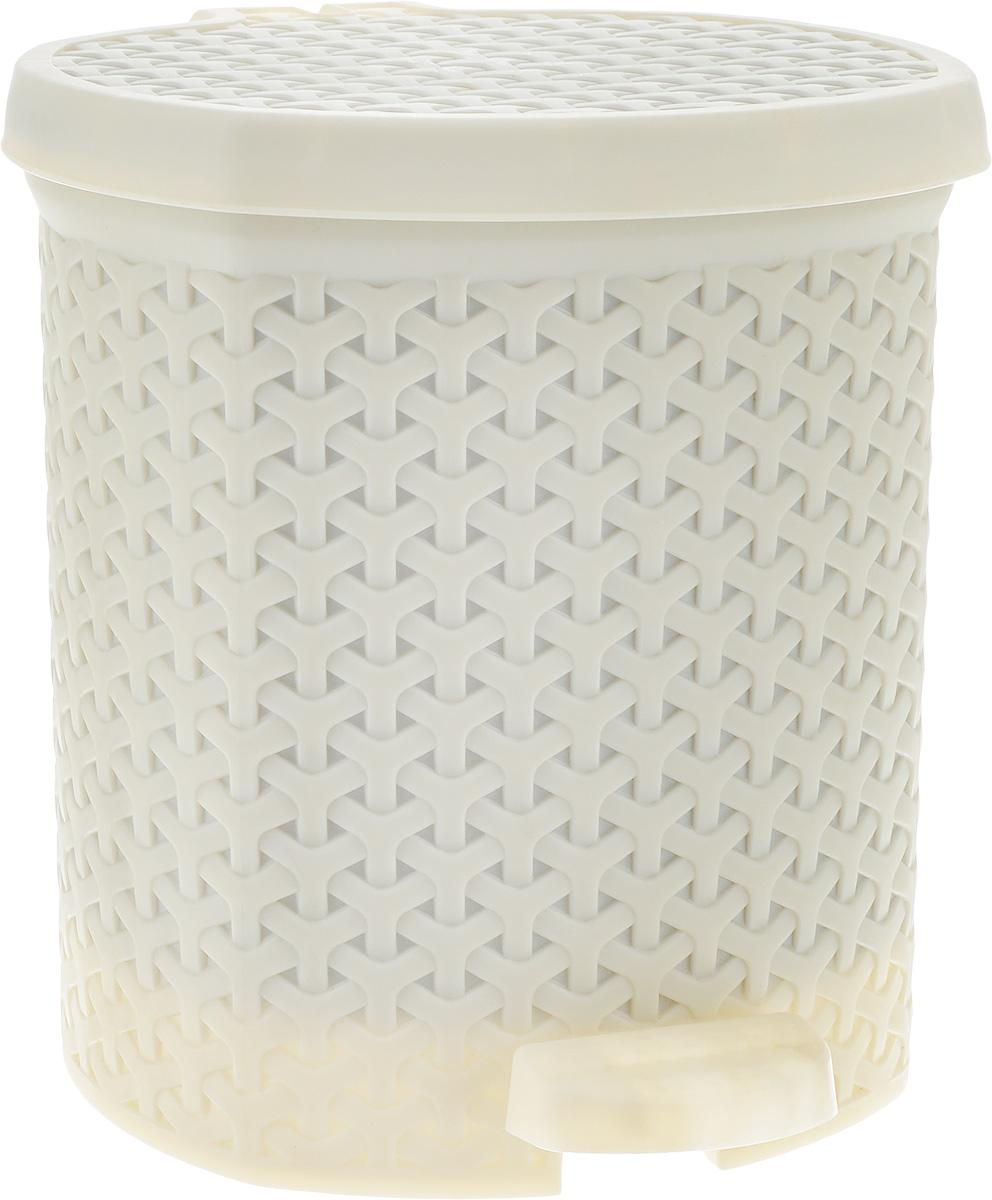 Контейнер для мусора Magnolia Home, с педалью, цвет: кремовый, 6 л3802Мусорный контейнер Magnolia Home очень удобен в использовании как дома, так и в офисе. Изделие, выполненное из прочного пластика, не боится ударов. Контейнер оснащен педалью, с помощью которой можно открыть крышку. Закрывается крышка практически бесшумно, плотно прилегает, предотвращаяраспространение запаха. Внутри пластиковая емкость для мусора, которую при необходимости можно достать из контейнера. Интересный дизайн разнообразит интерьер кухни и сделает его более оригинальным.