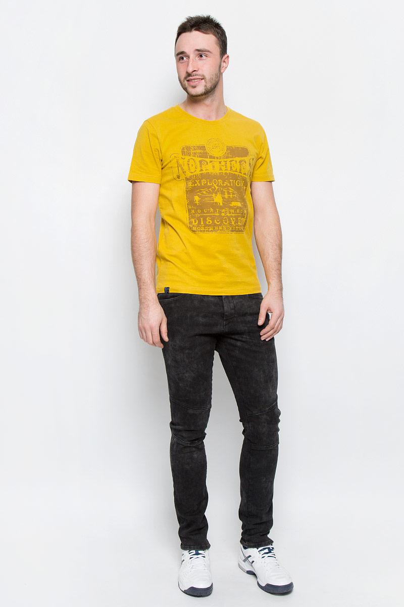 Футболка мужская Luhta Pieti, цвет: желтый. 636587461LV. Размер M (50)636587461LVМужская футболка Luhta Pieti выполнена из натурального хлопка. Модель с круглым вырезом горловины и короткими рукавами оформлена оригинальным принтом. Горловина дополнена трикотажной резинкой.