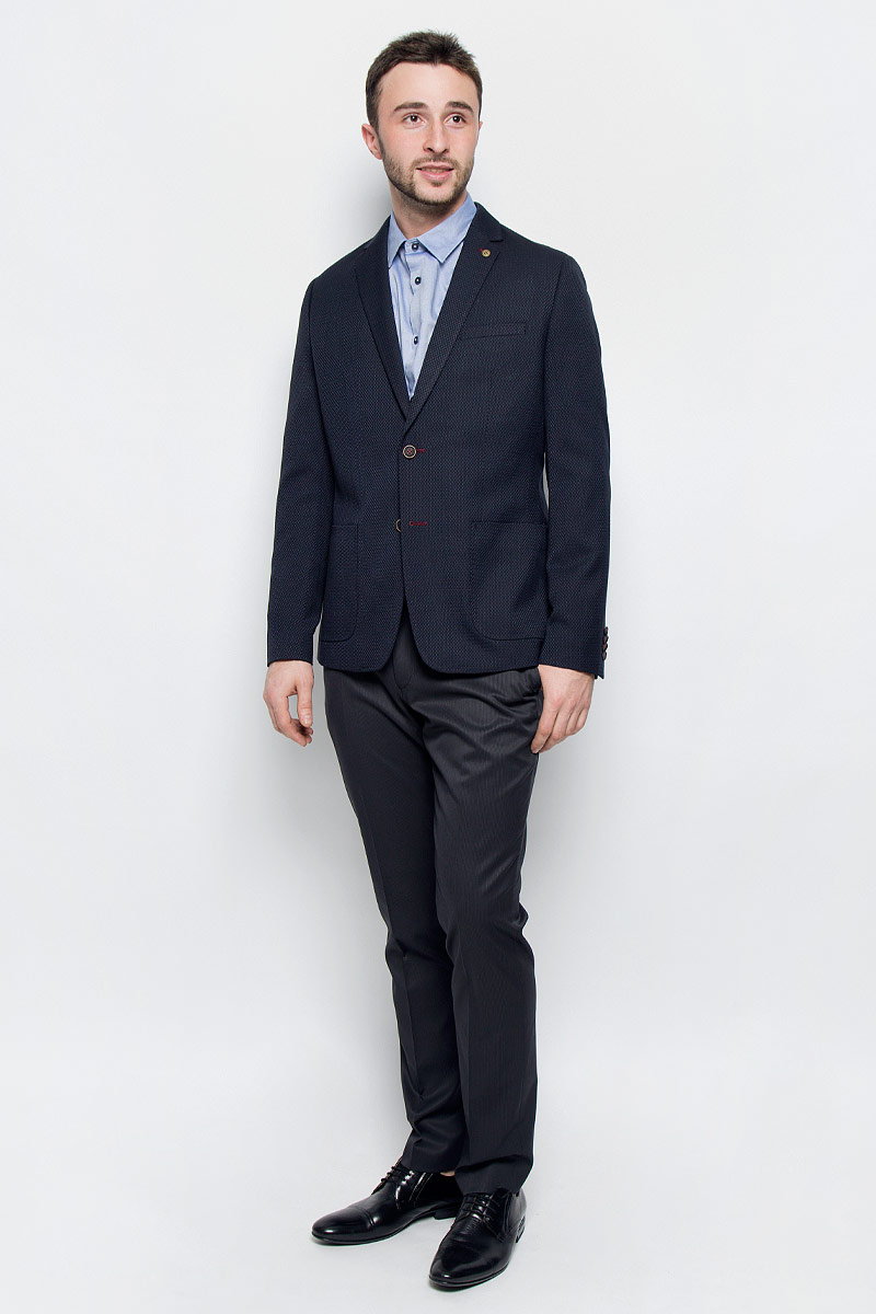 Пиджак мужской Mexx, цвет: темно-синий. MX3023579_MN_BLZ_008. Размер XL (56)MX3023579_MN_BLZ_008Классически мужской пиджак Mexx выполнен из полиэстера с добавлением вискозы. В качестве подкладки используется полиэстер. Модель с отложным воротником с лацканами и длинными рукавами застегивается на две пуговицы. Низ рукавов дополнен имитацией застежку на пуговицы. Спереди расположено два накладных кармана и один нагрудный прорезной карман, а с внутренней стороны - два прорезных кармана на пуговицах. В среднем шве спинки обрабонаша шлица. Пиджак оформлен символикой бренда.