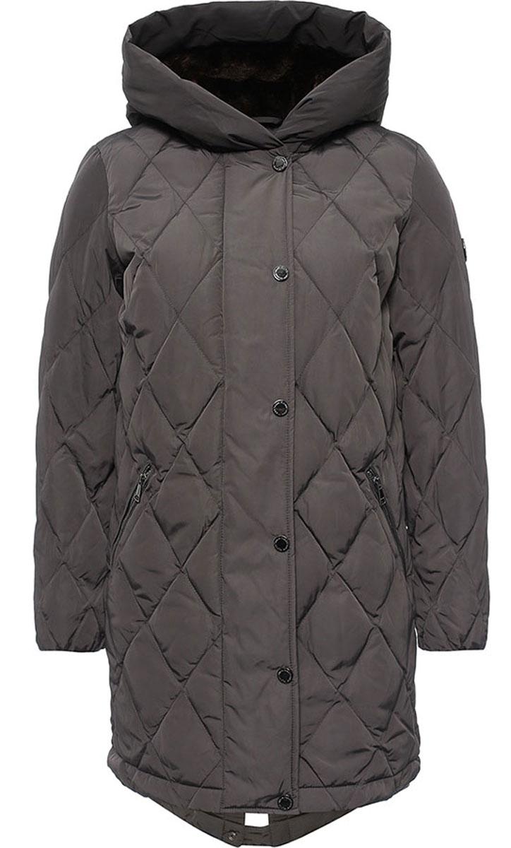Куртка женская Finn Flare, цвет: темно-серый. W16-32001_202. Размер M (46)W16-32001_202Женская куртка Finn Flare выполнена из ветрозащитного и водостойкого материала с утеплителем из полиэстера. Модель с несъемным капюшоном застегивается на молнию с верхней ветрозащитной планкой на кнопках. Капюшон и верх куртки с внутренней стороны дополнены искусственным мехом. Спереди расположены два втачных кармана на застежках-молниях. Манжеты рукавов дополнены трикотажными напульсниками. Куртка украшена фирменной металлической пластиной с логотипом бренда.