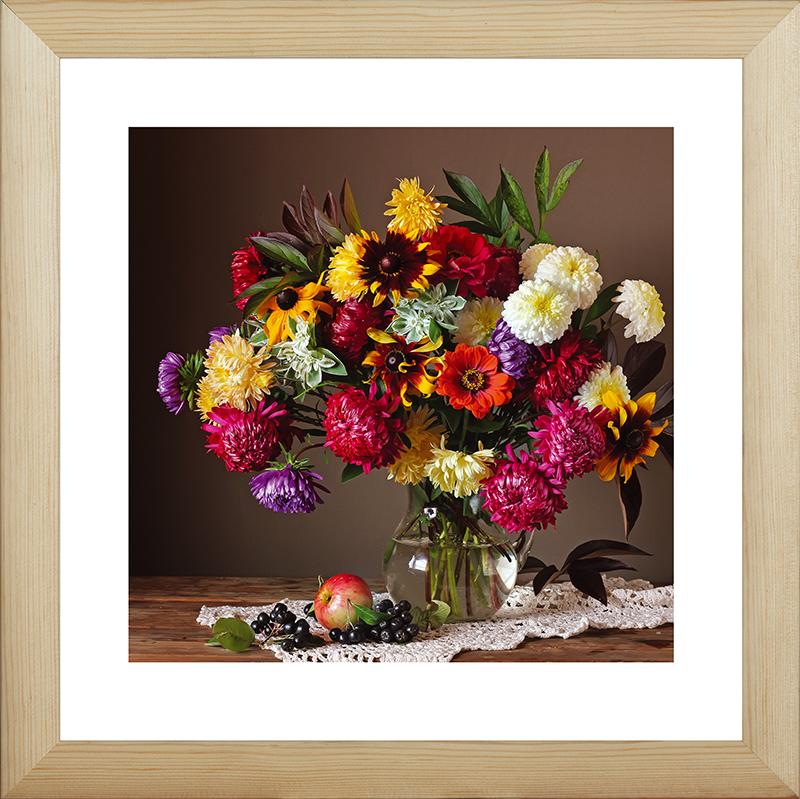 Картина Postermarket Осенние цветы, 40 х 40 смMC-53Картина Postermarket Осенние цветы прекрасно подойдет для декора интерьера различных помещений. Постер, выполненный в технике фотопечать, обрамлен паспарту и оформлен багетом бежевого цвета. Картина для интерьера (постер) - это современное и актуальное направление в дизайне помещений. Ее можно использовать для оформления любых помещений (дом, квартира, офис, бар, кафе, ресторан или гостиница). работоспособность. Правильное оформление интерьера создает благоприятный психологический климат, улучшает настроение и мотивирует.Размер картины: 400 x 400 мм.