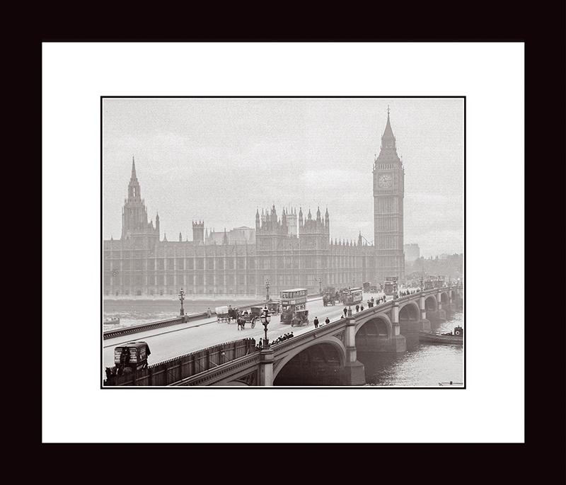 Картина Postermarket Вестминстерский мост и дворец, 33 х 40 смNI 26Картина Postermarket Вестминстерский мост и дворец прекрасно подойдет для декора интерьера различных помещений. Постер, выполненный в технике фотопечать, обрамлен паспарту и оформлен багетом черного цвета. Картина для интерьера (постер) - это современное и актуальное направление в дизайне помещений. Ее можно использовать для оформления любых помещений (дом, квартира, офис, бар, кафе, ресторан или гостиница). работоспособность. Правильное оформление интерьера создает благоприятный психологический климат, улучшает настроение и мотивирует.Размер картины: 330 x 400 мм.