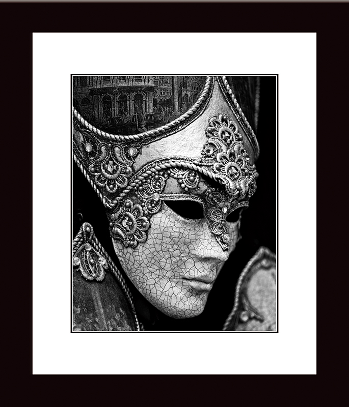 Картина Postermarket Венецианская маска, 27 х 32 см. NI 45NI 45Картина Postermarket Венецианская маска прекрасно подойдет для декора интерьера различных помещений.Картина для интерьера (постер) - это современное и актуальное направление в дизайне помещений. Ее можно использовать для оформления любых помещений (дом, квартира, офис, бар, кафе, ресторан или гостиница). Правильное оформление интерьера создает благоприятный психологический климат, улучшает настроение и мотивирует.Размер картины: 270 x 320 мм.