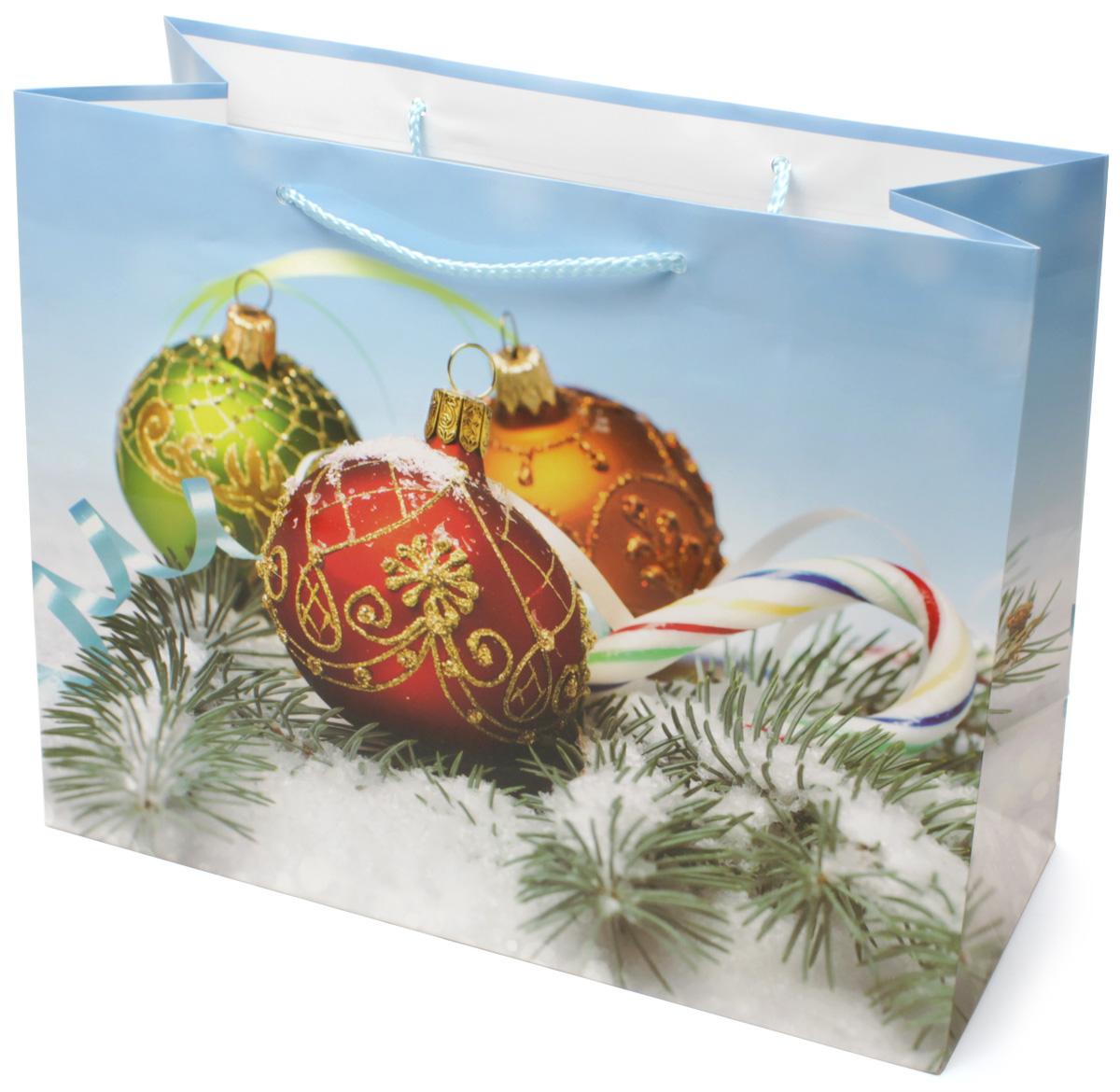 Пакет подарочный МегаМАГ Новый год, 32,7 х 26,4 х 13,6 см. 852 LH852 LHПодарочный пакет МегаМАГ, изготовленный из плотной ламинированной бумаги, станет незаменимым дополнением к выбранному подарку. Для удобной переноски на пакете имеются две ручки-шнурки.Подарок, преподнесенный в оригинальной упаковке, всегда будет самым эффектным и запоминающимся. Окружите близких людей вниманием и заботой, вручив презент в нарядном, праздничном оформлении.