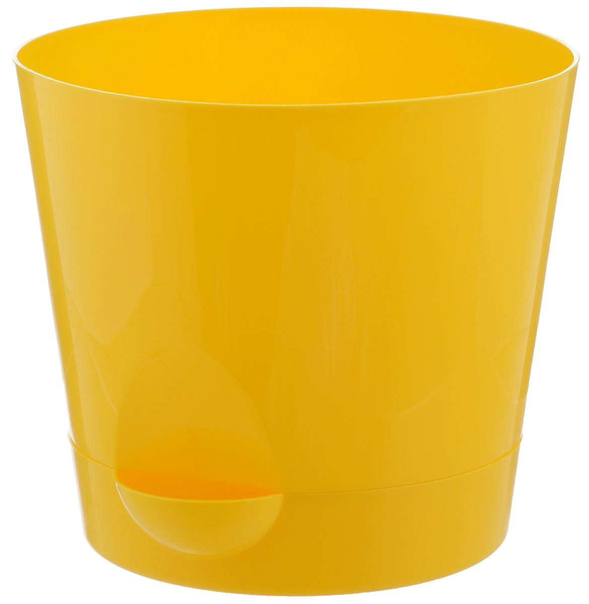 Кашпо Idea Ника, с прикорневым поливом, с поддоном, цвет: желтый, 2,7 лМ 3073Любой, даже самый современный и продуманный интерьер будет незавершенным без растений. Они не только очищают воздух и насыщают его кислородом, но и украшают окружающее пространство. Такому полезному члену семьи просто необходим красивый и функциональный дом! Оптимальный выбор материала — пластмасса! Почему мы так считаем? Малый вес. С легкостью переносите горшки и кашпо с места на место, ставьте их на столики или полки, не беспокоясь о нагрузке. Простота ухода. Кашпо не нуждается в специальных условиях хранения. Его легко чистить — достаточно просто сполоснуть теплой водой. Никаких потертостей. Такие кашпо не царапают и не загрязняют поверхности, на которых стоят. Пластик дольше хранит влагу, а значит, растение реже нуждается в поливе. Пластмасса не пропускает воздух — корневой системе растения не грозят резкие перепады температур. Огромный выбор форм, декора и расцветок — вы без труда найдете что-то, что идеально впишется в уже существующий интерьер. Соблюдая нехитрые правила ухода, вы можете заметно продлить срок службы горшков и кашпо из пластика: всегда учитывайте размер кроны и корневой системы (при разрастании большое растение способно повредить маленький горшок) берегите изделие от воздействия прямых солнечных лучей, чтобы горшки не выцветали держите кашпо из пластика подальше от нагревающихся поверхностей. Создавайте прекрасные цветочные композиции, выращивайте рассаду или необычные растения.