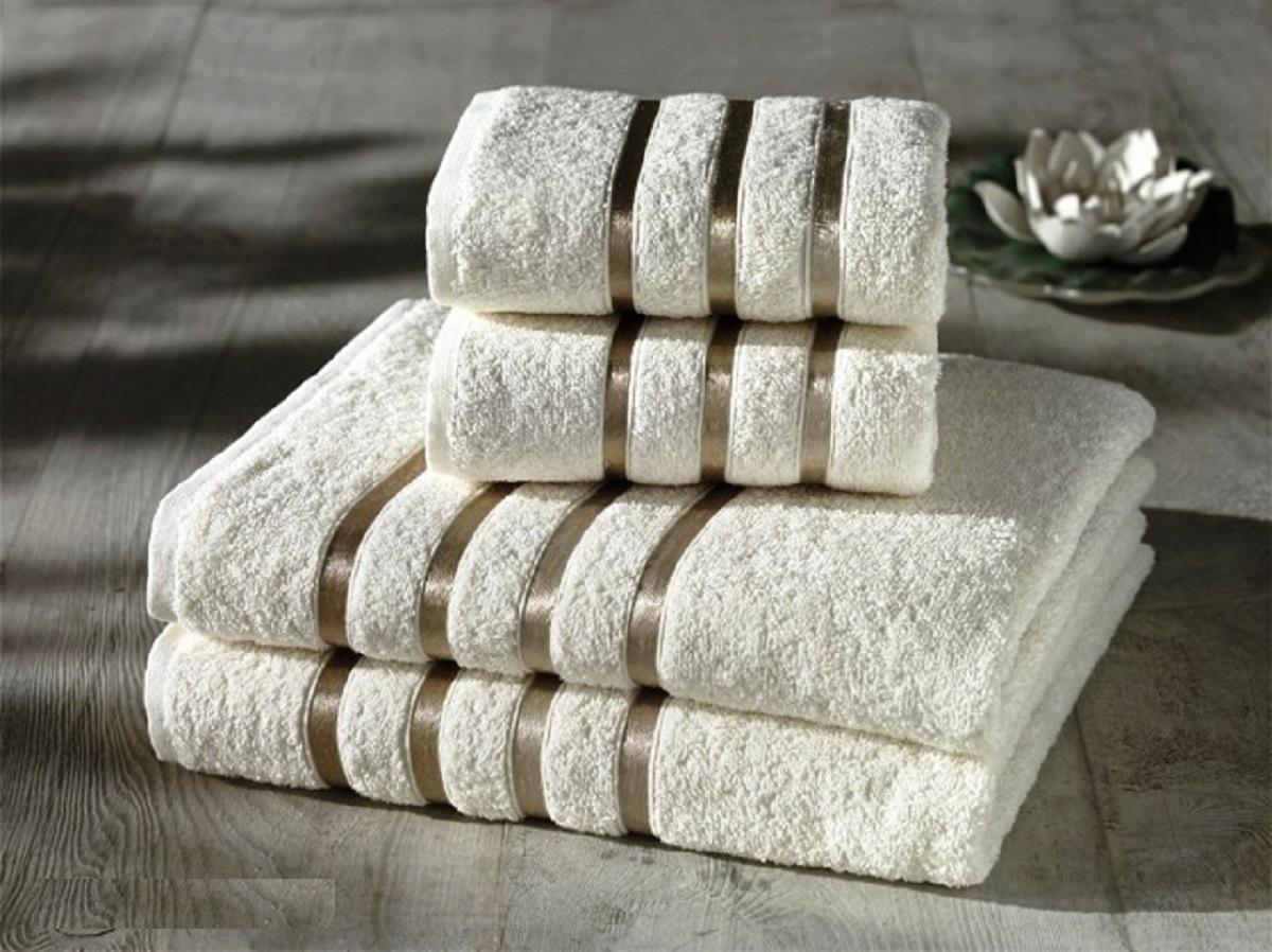 Набор полотенец Karna Bale, 4 шт. 953/CHAR011953/CHAR011Набор полотенец Karna Bale изготовлен из высококачественных хлопковых нитей. Хлопковые нити прядутся из длинных волокон. Длина волокон хлопковой нити влияет на свойства ткани, чем длиннее волокна, тем махровое изделие прочнее, пушистее и мягче на ощупь. Также махровое изделие отлично впитывает воду и быстро сохнет. На впитывающие качества махры (ее гигроскопичность) влияет состав волокон. Махра абсолютно не аллергенна, имеет высокую воздухопроницаемость и долгий срок использования ткани.Отличительной особенностью данной модели является её оригинальный дизайн и подарочная упаковка.В наборе 4 полотенца.Размер полотенец: 50 х 80 см, 70 x 140 см.
