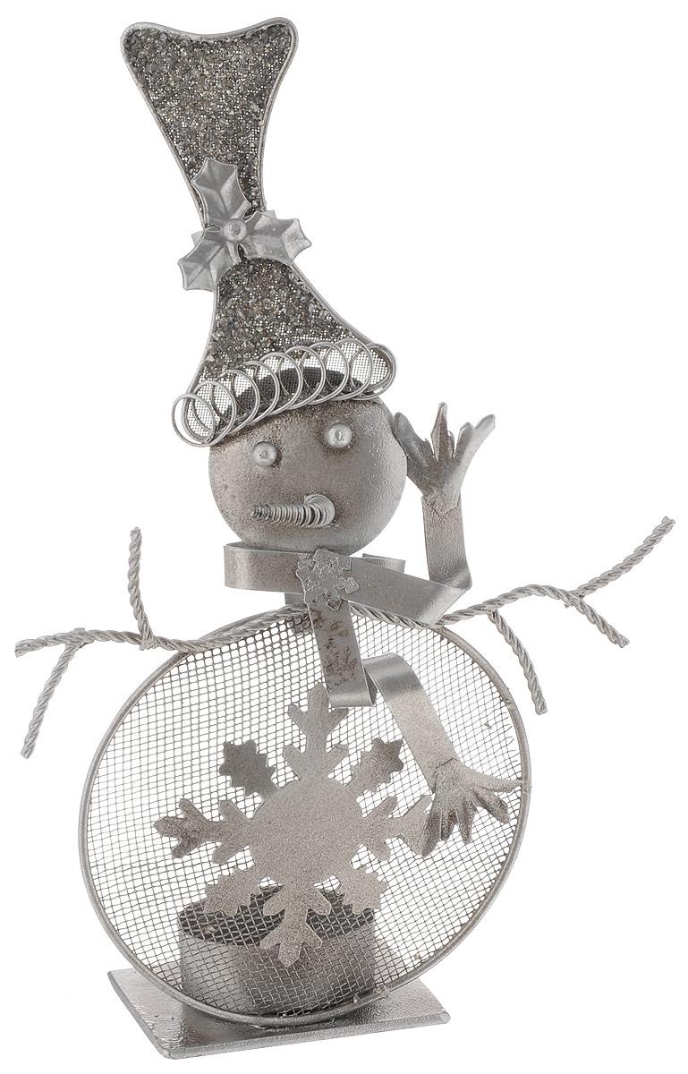 Фигурка декоративная House & Holder Снеговик, высота 22 см1594-3Фигурка новогодняя House & Holder Снеговик прекрасно подойдет для праздничного декора вашего дома. Изделие выполнено из металла в виде снеговика. Так же данную фигурку можно использовать в виде оригинального подсвечника.Такое украшение оформит интерьер вашего дома или офиса в преддверии Нового года.Оригинальный дизайн и красочное исполнение создадут праздничное настроение. Кроме того, это отличный вариант подарка для ваших близких и друзей.