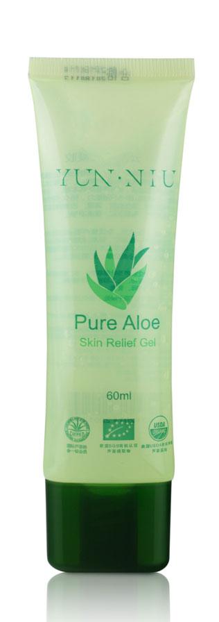 Гель алоэ вера Yun-Niu, 60 мл.220124Гель алоэ вера - это настоящая панацея в мире косметологии. Он является кладезем полезных микроэлементов, которые отлично насыщают кожу. Сок алоэ вера замедляет старение кожи, увлажняет и улучшает цвет лица.Гель алоэ вера подходит для всех типов кожи. Регулярное использования геля бережно удалит мертвые клетки кожи, эффективно борется с пигментацией. Он очищен от сторонних примесей и веществ, безопасен для детей Заживляет раны, после ожогов (солнечных), порезов укусов насекомых снимает зуд смегчает увлажняет и защищает сухую кожу, образует на коже защитный слой. Снимает раздражения, покраснение кожи. Является универсальным средством для любого типа кожи, безвреден для детей. РезультатВосстановление защитного слоя кожи, устранение покраснений раздражений.