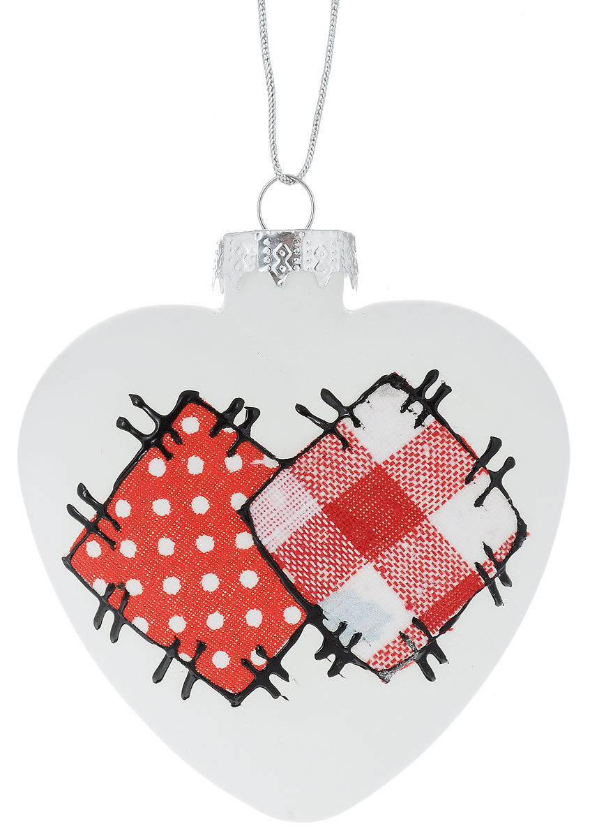 Украшение новогоднее подвесное Winter Wings Сердечко. Заплатки, 8,5 х 8 х 3 смN07863Новогоднее подвесное украшение Winter Wings Сердечко. Заплатки выполнено из стекла в виде сердечка. С помощью специальной петельки украшение можно повесить в любом понравившемся вам месте. Но, конечно, удачнее всего оно будет смотреться на праздничной елке.Елочная игрушка - символ Нового года. Она несет в себе волшебство и красоту праздника. Создайте в своем доме атмосферу веселья и радости, украшая новогоднюю елку нарядными игрушками, которые будут из года в год накапливать теплоту воспоминаний.