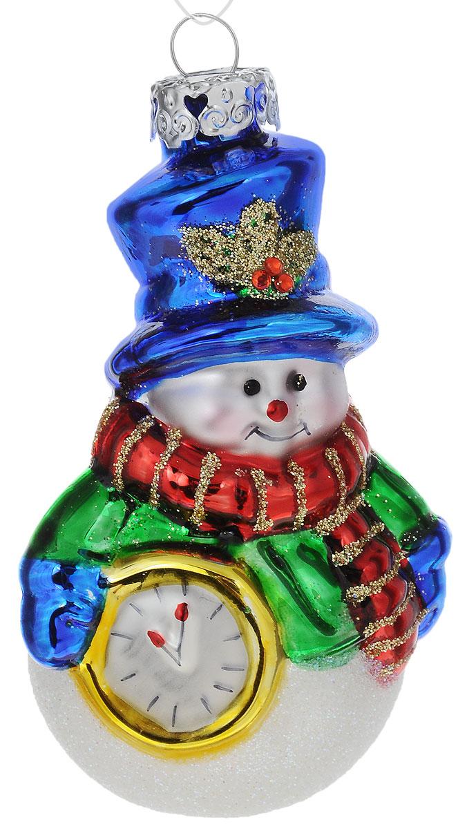 Украшение новогоднее подвесное Winter Wings Снеговик с часами, высота 7,5 смN07790Новогоднее подвесное украшение Winter Wings Снеговик с часами выполнено из стекла. С помощью специальной петельки украшение можно повесить в любом понравившемся вам месте. Но, конечно, удачнее всего оно будет смотреться на праздничной елке.Елочная игрушка - символ Нового года. Она несет в себе волшебство и красоту праздника. Создайте в своем доме атмосферу веселья и радости, украшая новогоднюю елку нарядными игрушками, которые будут из года в год накапливать теплоту воспоминаний.Размер: 4 х 4,5 х 7,5 см.