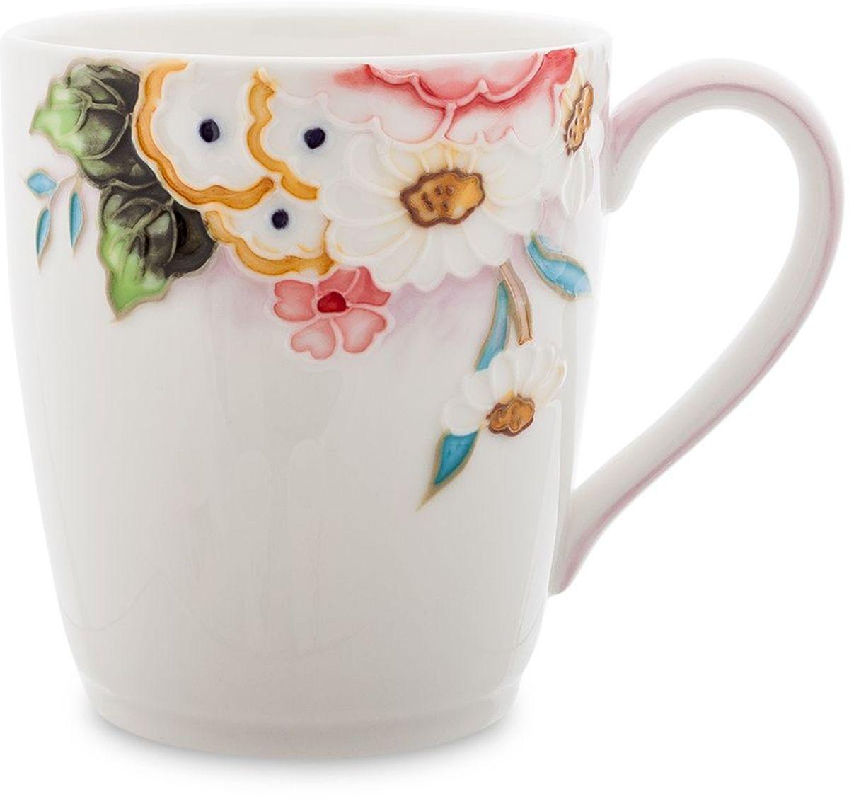 Кружка Pavone Королева Камилла, 300 мл451593Кружка Pavone Королева Камилла выполнена из высококачественного фарфора с глазурованным покрытием и оформлена оригинальным рисунком. Посуда из фарфора позволяет сохранить истинный вкус напитка, а также помогает ему дольше оставаться теплым. Такая кружка прекрасно оформит стол к чаепитию и станет его неизменным атрибутом. Объем: 300 мл.Высота чашки: 9 см.