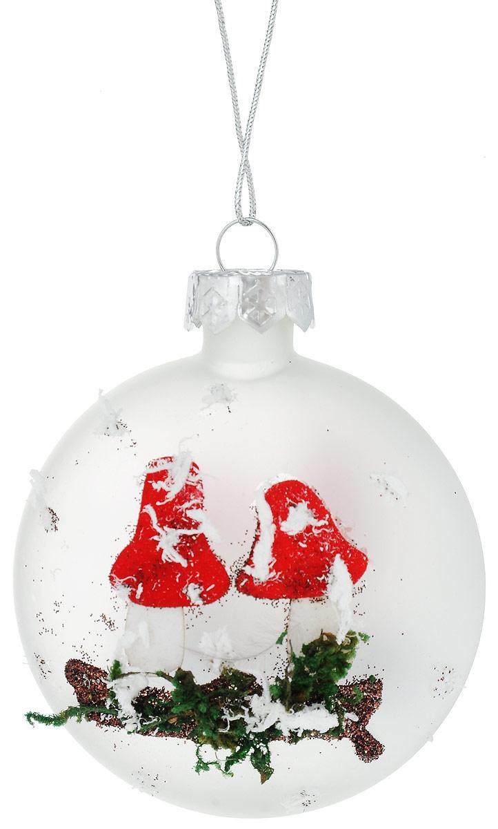 """Новогоднее украшение Winter Wings """"Мухомор""""  прекрасно подойдет для декора дома и праздничной елки.  Изделие выполнено из матового стекла. С помощью  специальной петельки украшение можно повесить в  любом понравившемся вам месте. Легко складывается и  раскладывается. Новогодние украшения несут в себе волшебство и  красоту праздника. Они помогут вам украсить дом к  предстоящим праздникам и оживить интерьер по вашему  вкусу. Создайте в доме атмосферу тепла, веселья и  радости, украшая его всей семьей."""