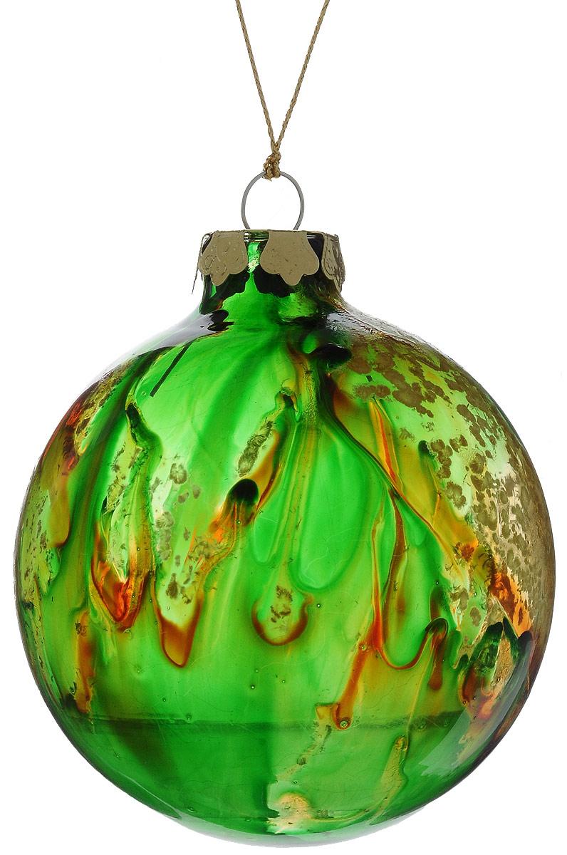 Украшение новогоднее подвесное Winter Wings Шар, диаметр 8 см. N079097N079097Украшение Winter Wings Шар прекрасно подойдет для праздничного декора новогодней ели. Изделие выполнено из высококачественного стекла. Для удобного размещения на елке предусмотрена текстильная петелька.Елочная игрушка - символ Нового года. Она несет в себе волшебство и красоту праздника. Создайте в своем доме атмосферу веселья и радости, украшая новогоднюю елку нарядными игрушками, которые будут из года в год накапливать теплоту воспоминаний.